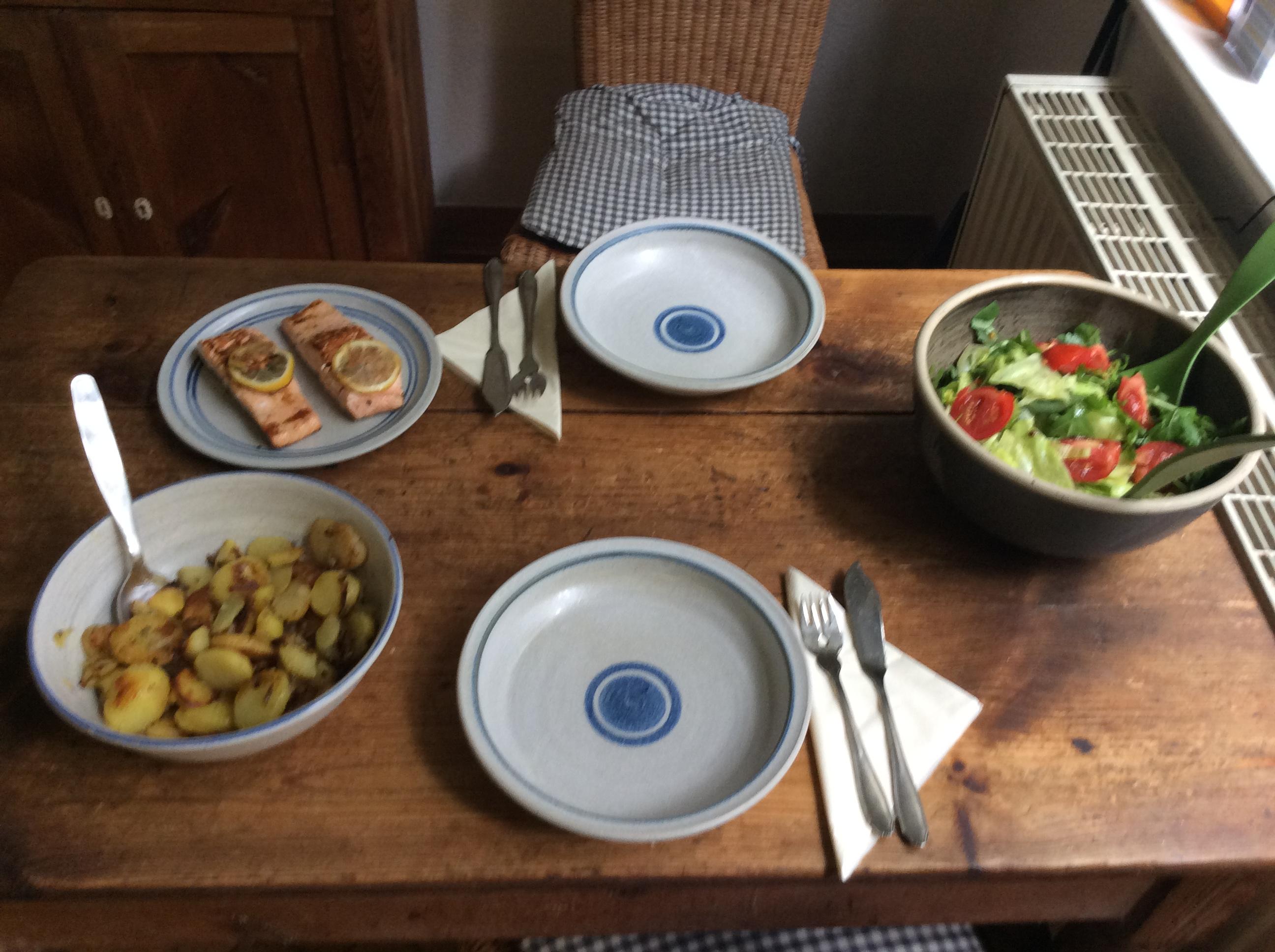 Lachs,Bratkartoffel,Salat. - 28.8.15   (6)