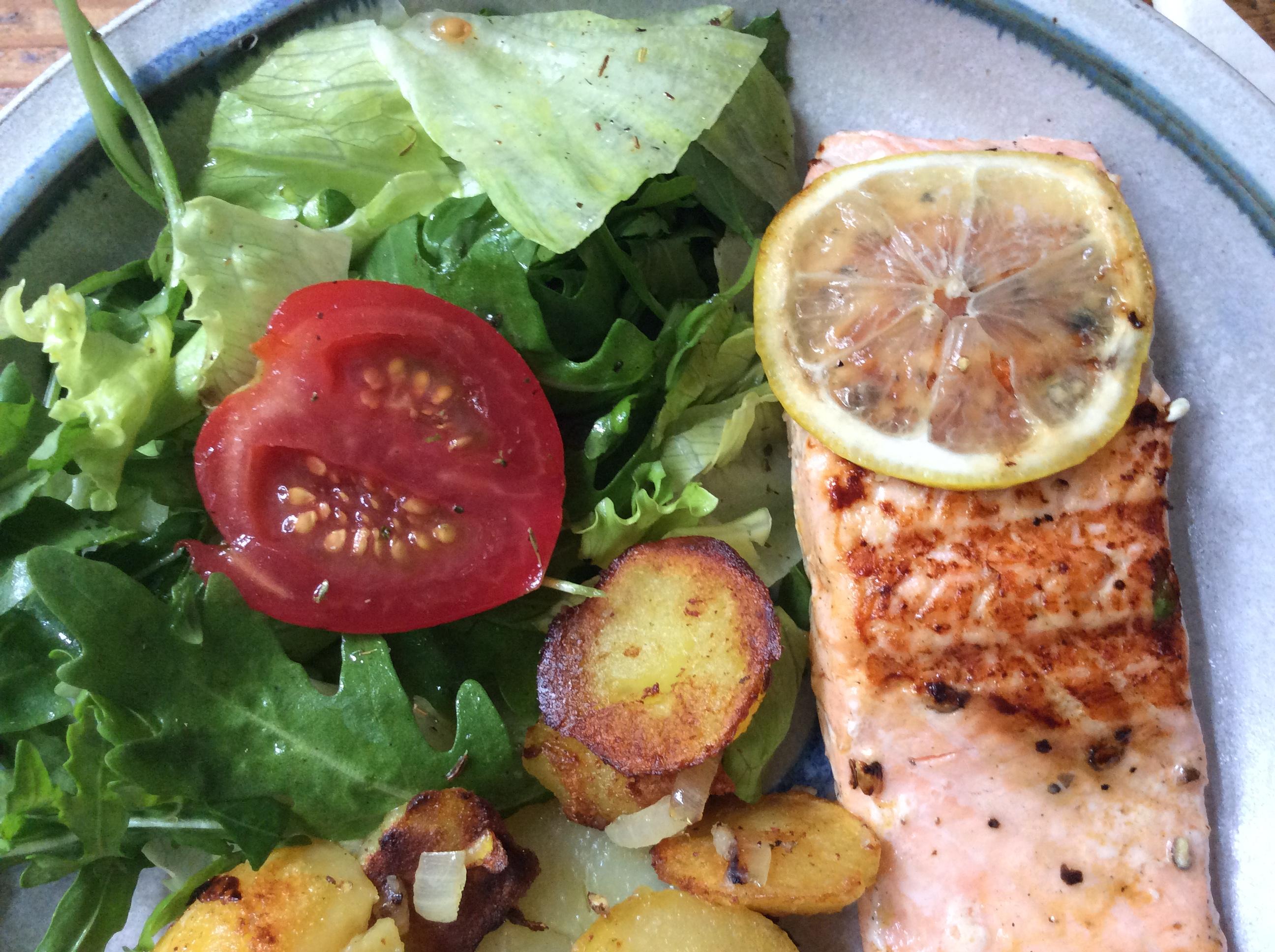 Lachs,Bratkartoffel,Salat. - 28.8.15   (9)