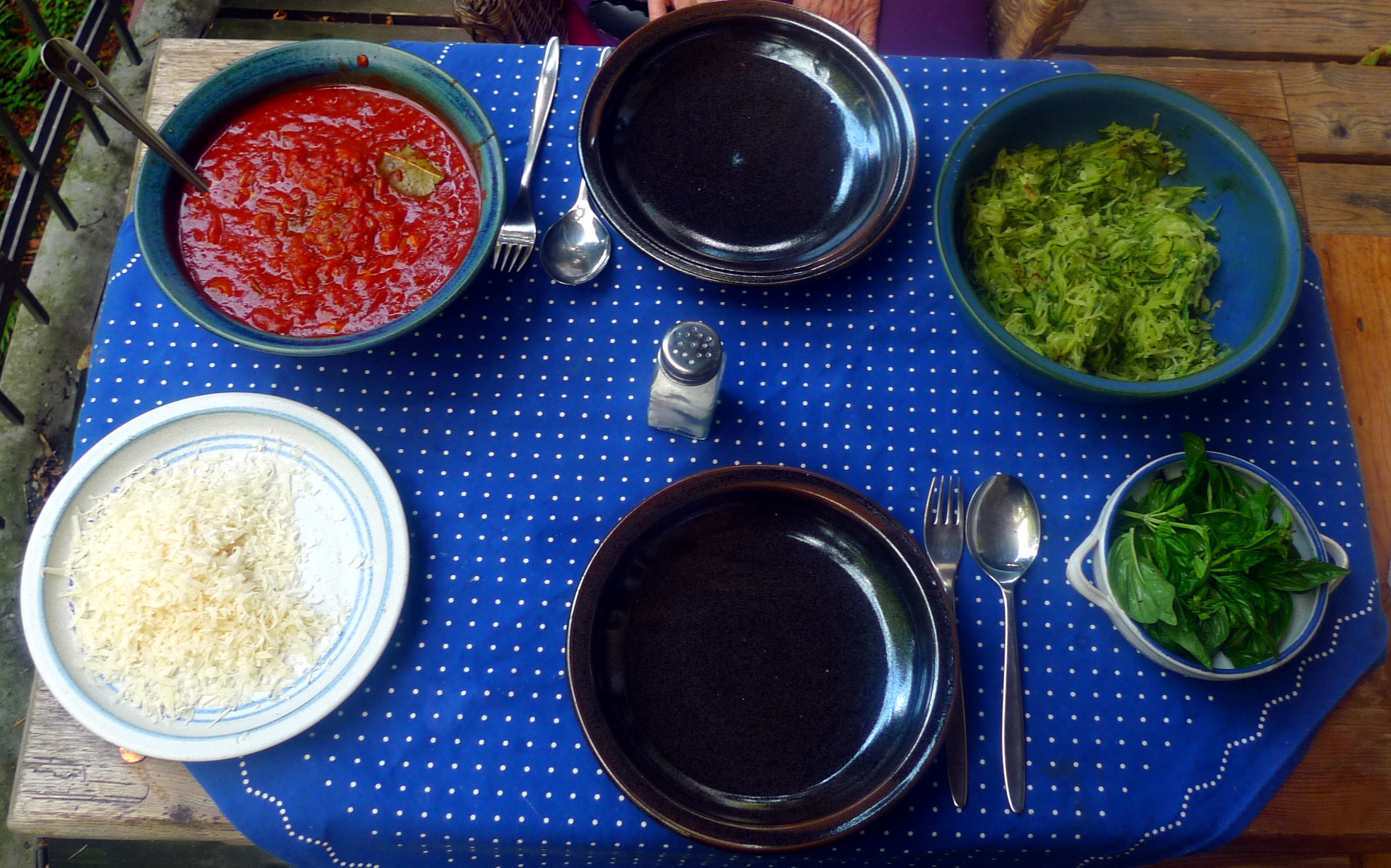 Zucchinispagetthi,Tomatensauce,veganvegetarisch -15.8.15 (10)