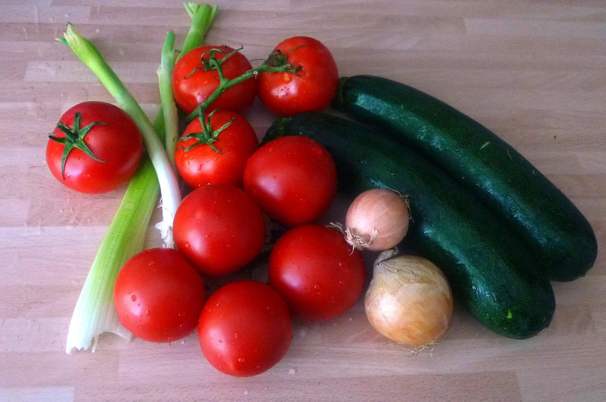 Zucchinispagetthi,Tomatensauce,veganvegetarisch -15.8.15 (1a)