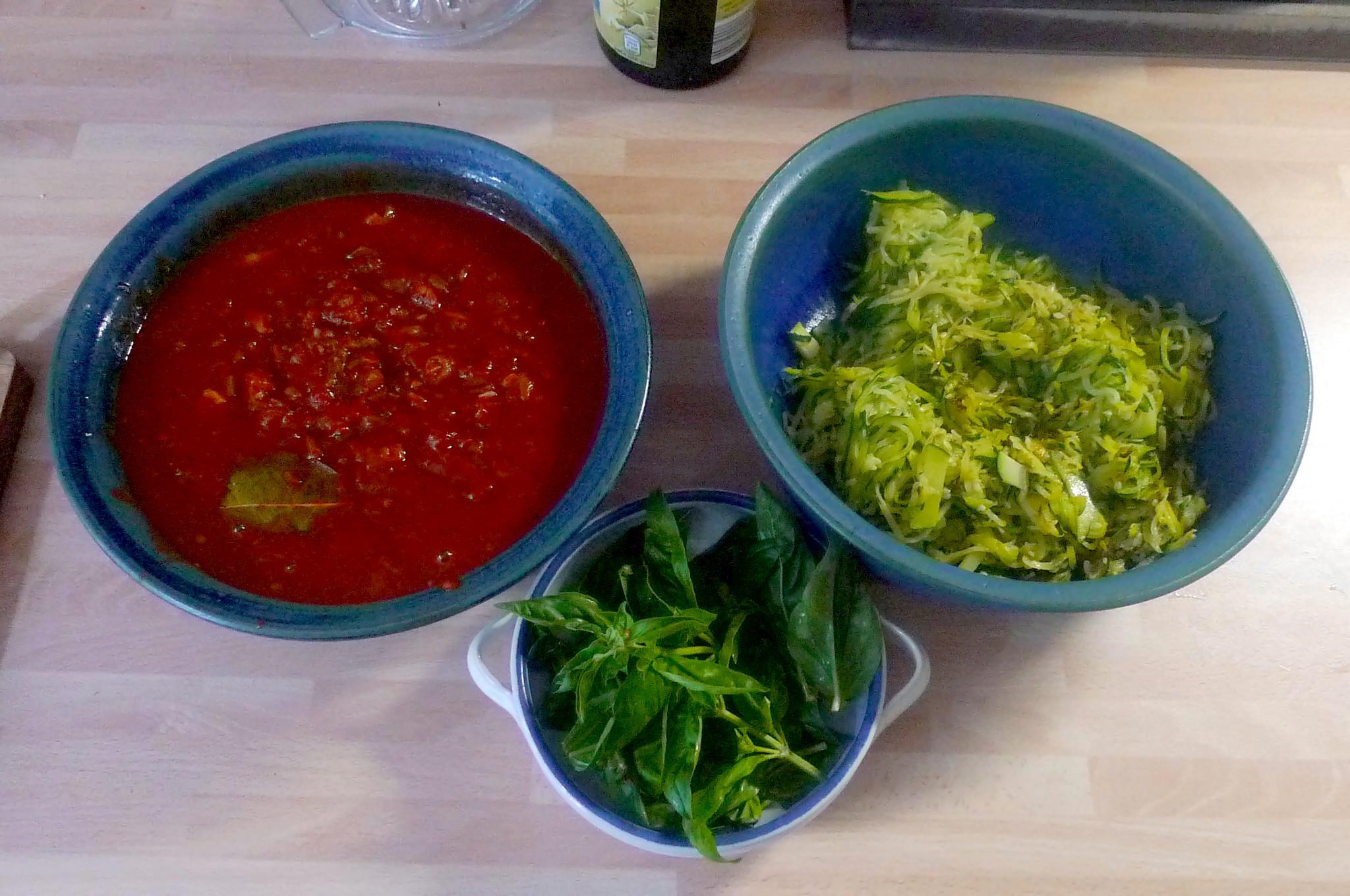 Zucchinispagetthi,Tomatensauce,veganvegetarisch -15.8.15 (9)