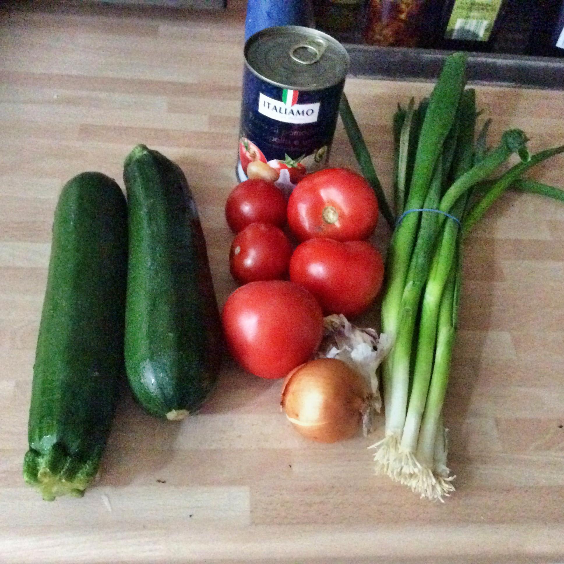 Zucchinispaghetti ,Tomatensoße,vegetarisch - 9.11.15   (1a)