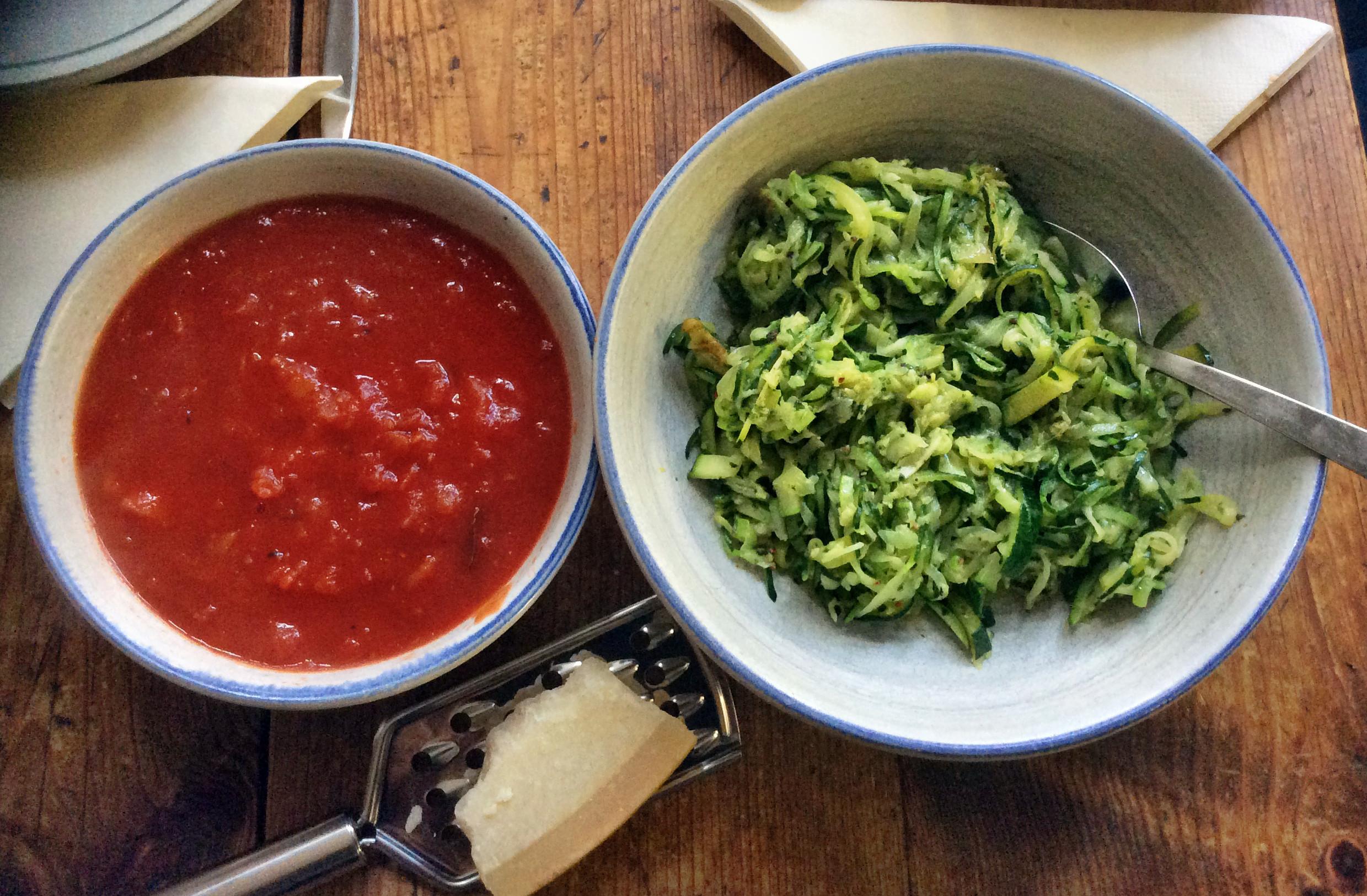 Zucchinispaghetti ,Tomatensoße,vegetarisch - 9.11.15   (5)