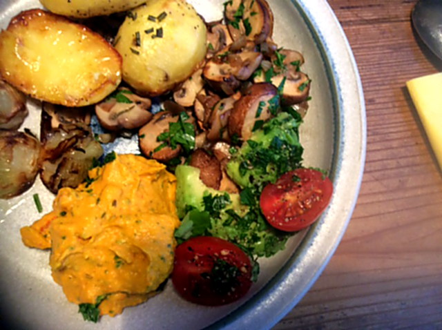 14.1.16 - Rosmarinkartoffeln,Champignon,Baba Ganousch,Avocado,Joghurtspeise (2)