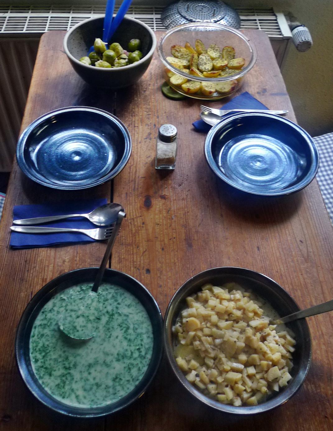 1.2.16 - Wurzelgemüse,Petersiliensoße,Ofenkartoffeln,Rosenkohlsalat,vegetarisch (2)