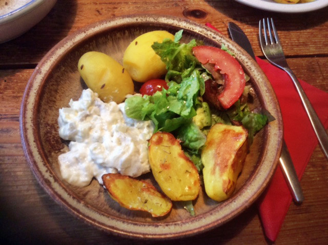 19.2.16 - Marinierter Hering,Kartoffeln,Salat (1)