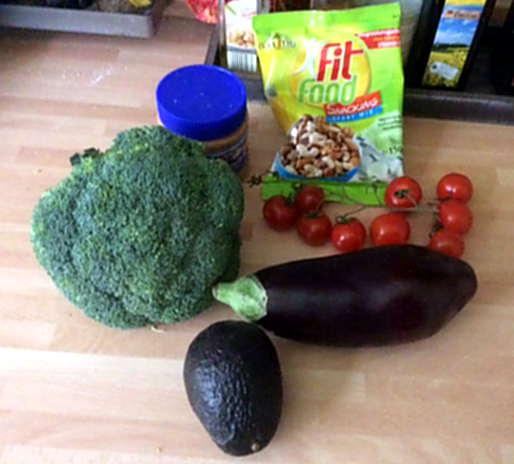 10.4.16 Bulgur,Brokkoli,Erdnusssauce,Baba Ganousch,Guacamole   (3)