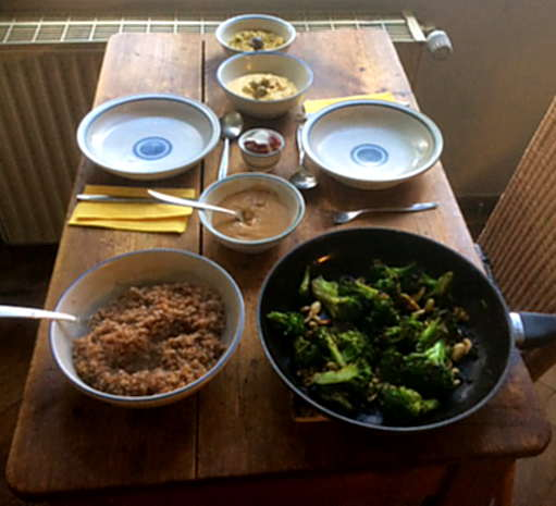 10.4.16 Bulgur,Brokkoli,Erdnusssauce,Baba Ganousch,Guacamole   (8)