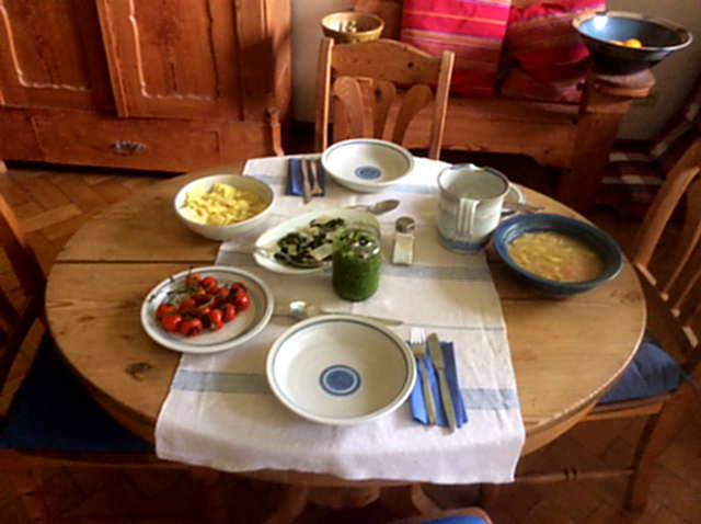 24.4.16 - Gierschgemüse,Ravioli,Bärlauchpesto,Rhabarberkompott,vegetarisch (2)
