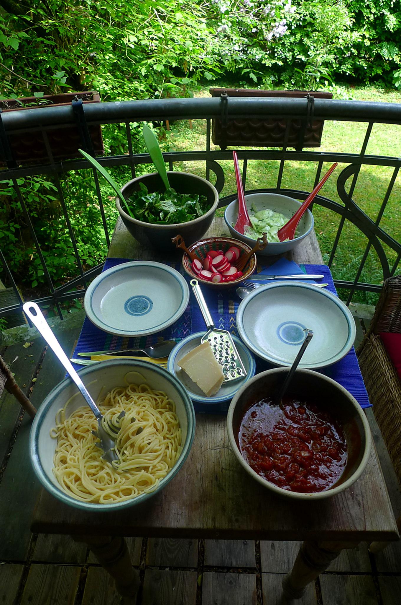 23.5.16 - Kamut-Spaghetti,Tomatensoße,Salate,vegan (3)