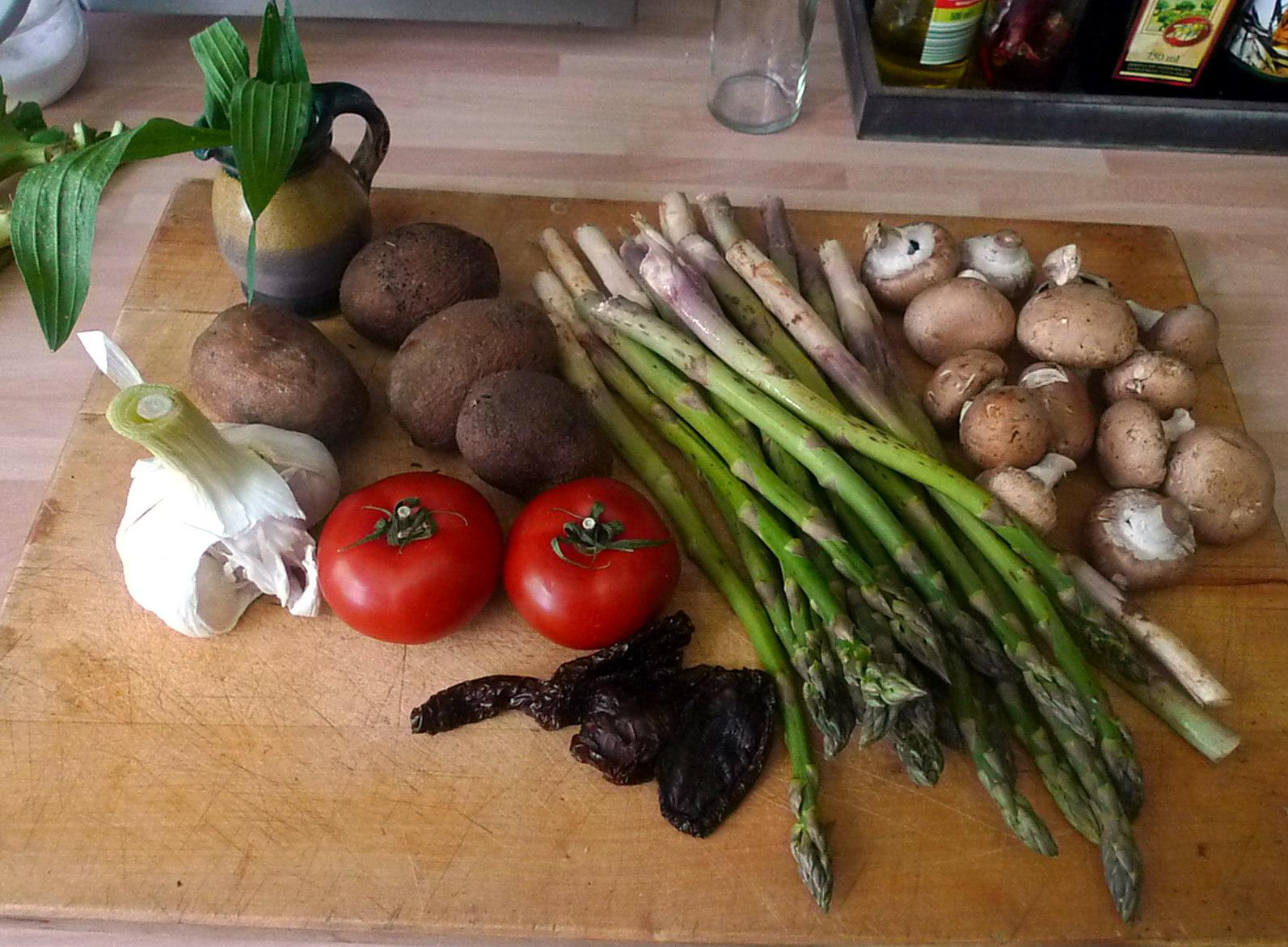 30.5.16 - Grüner Spargel,Champignon,Bratkartoffeln,Gurgensalat (3)