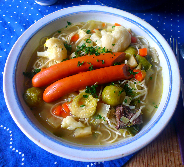 gemusesuppe-mit-nudeln-und-wiener-18