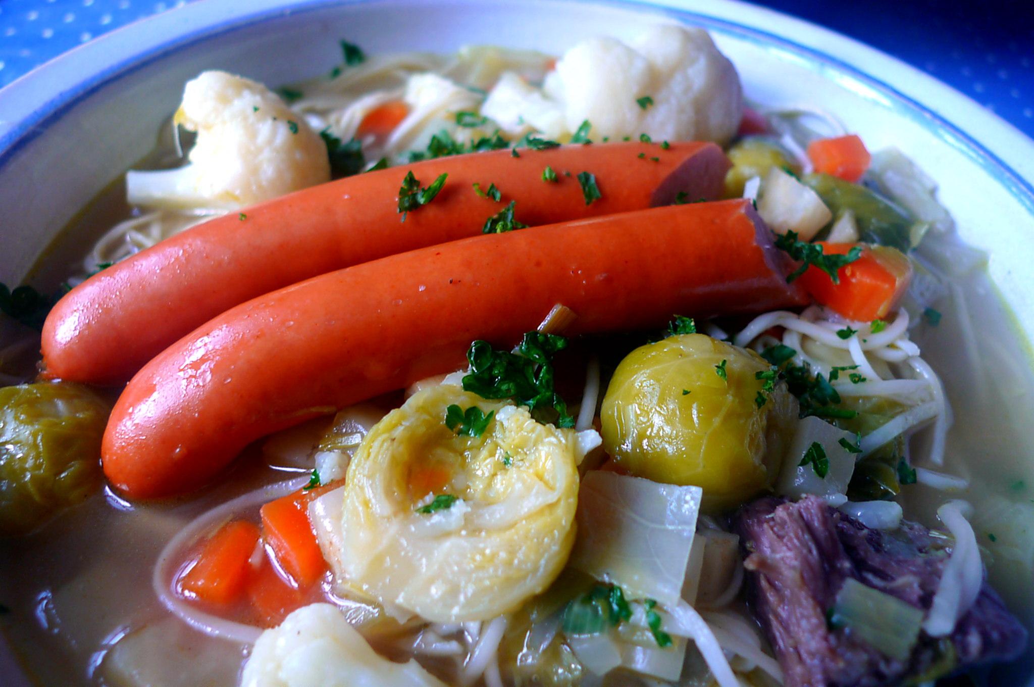 gemusesuppe-mit-nudeln-und-wiener-19
