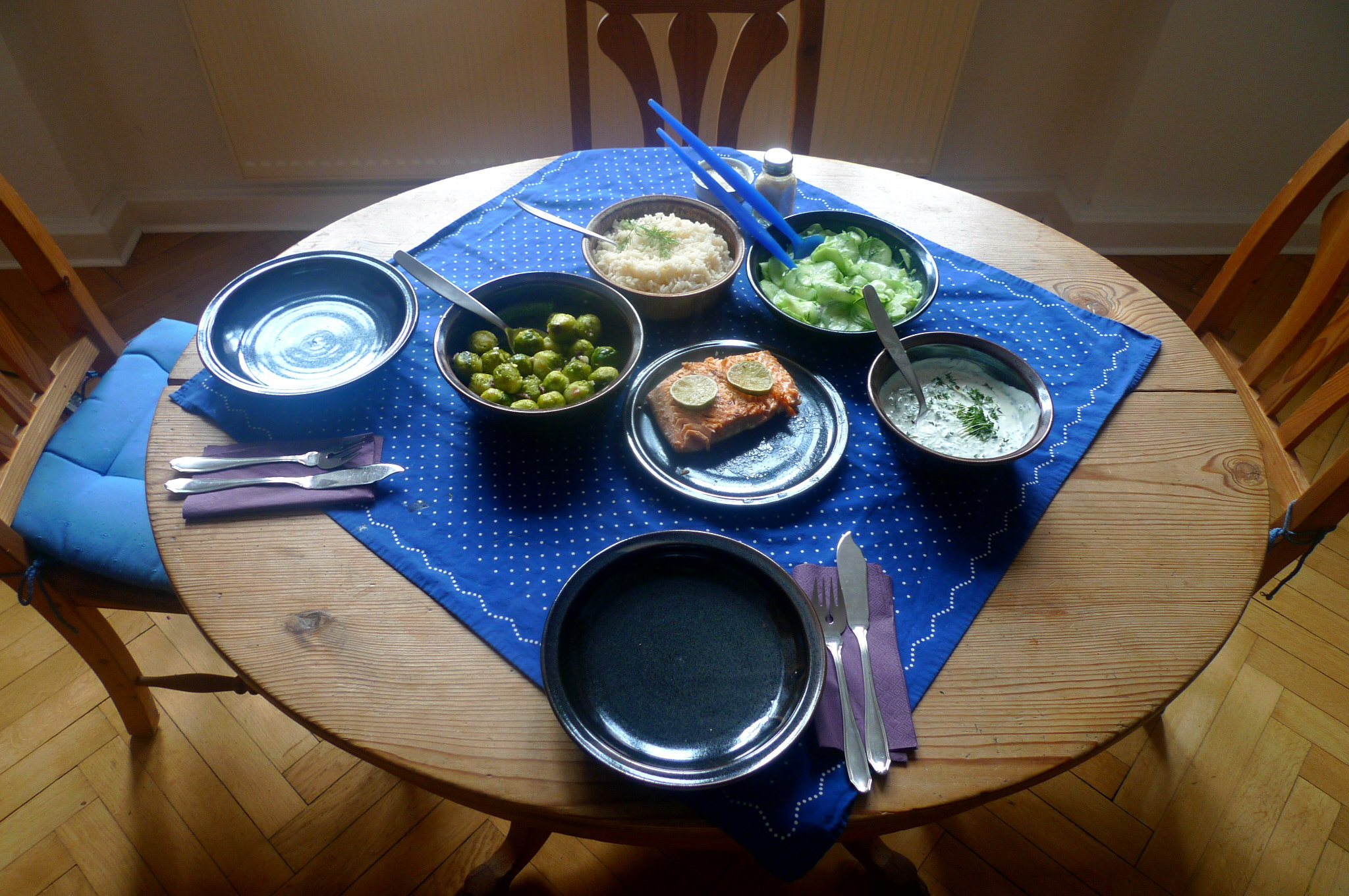 lachsreisrosenkohlsalatgurkensalat-2