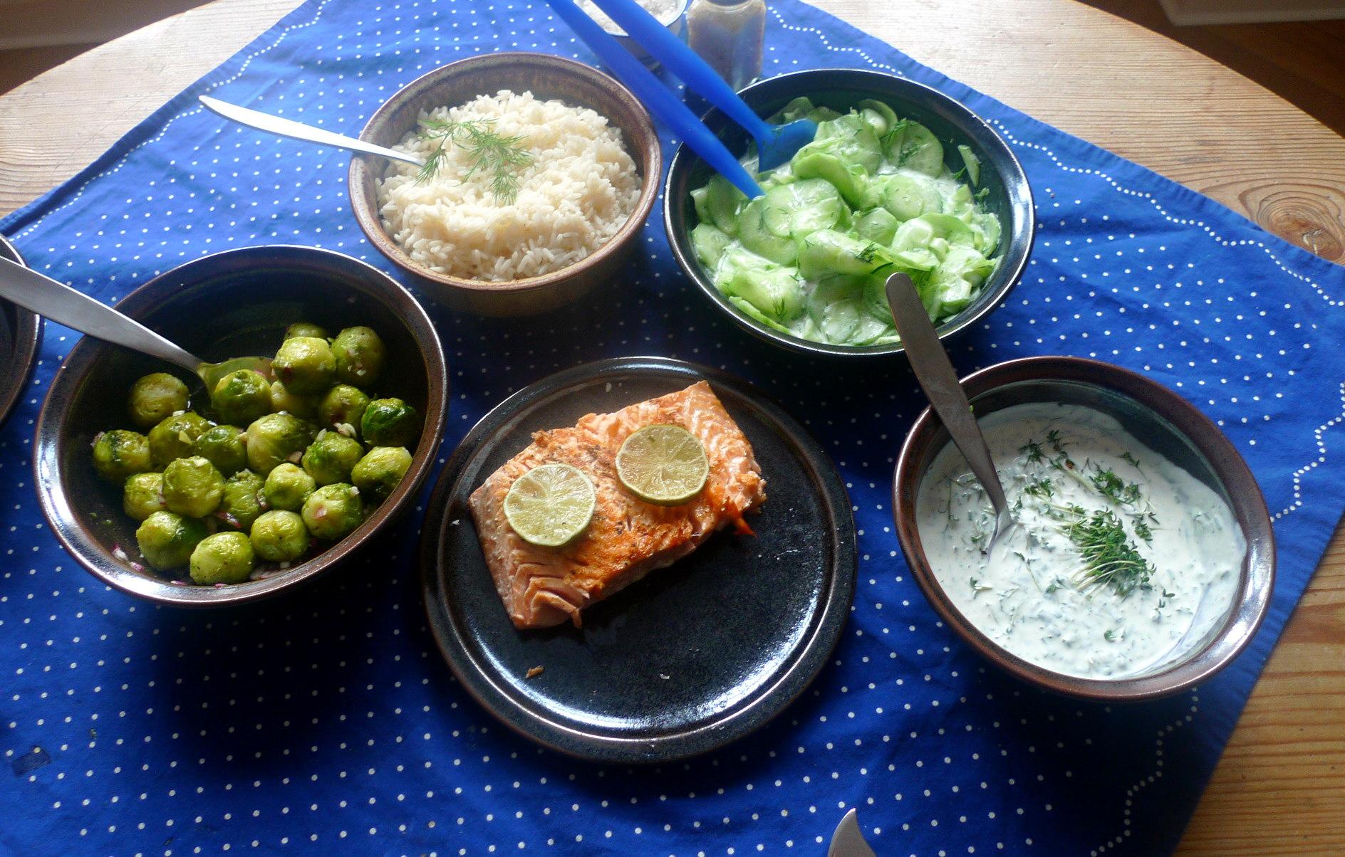 lachsreisrosenkohlsalatgurkensalat-9