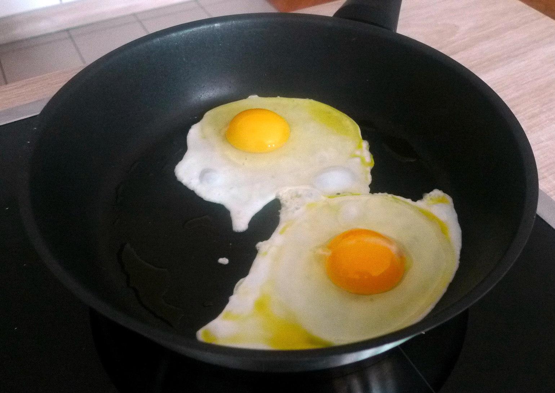 schwabischer-kartoffelsalatfeldsalatpochiertes-eispiegeleivegetarisch-10