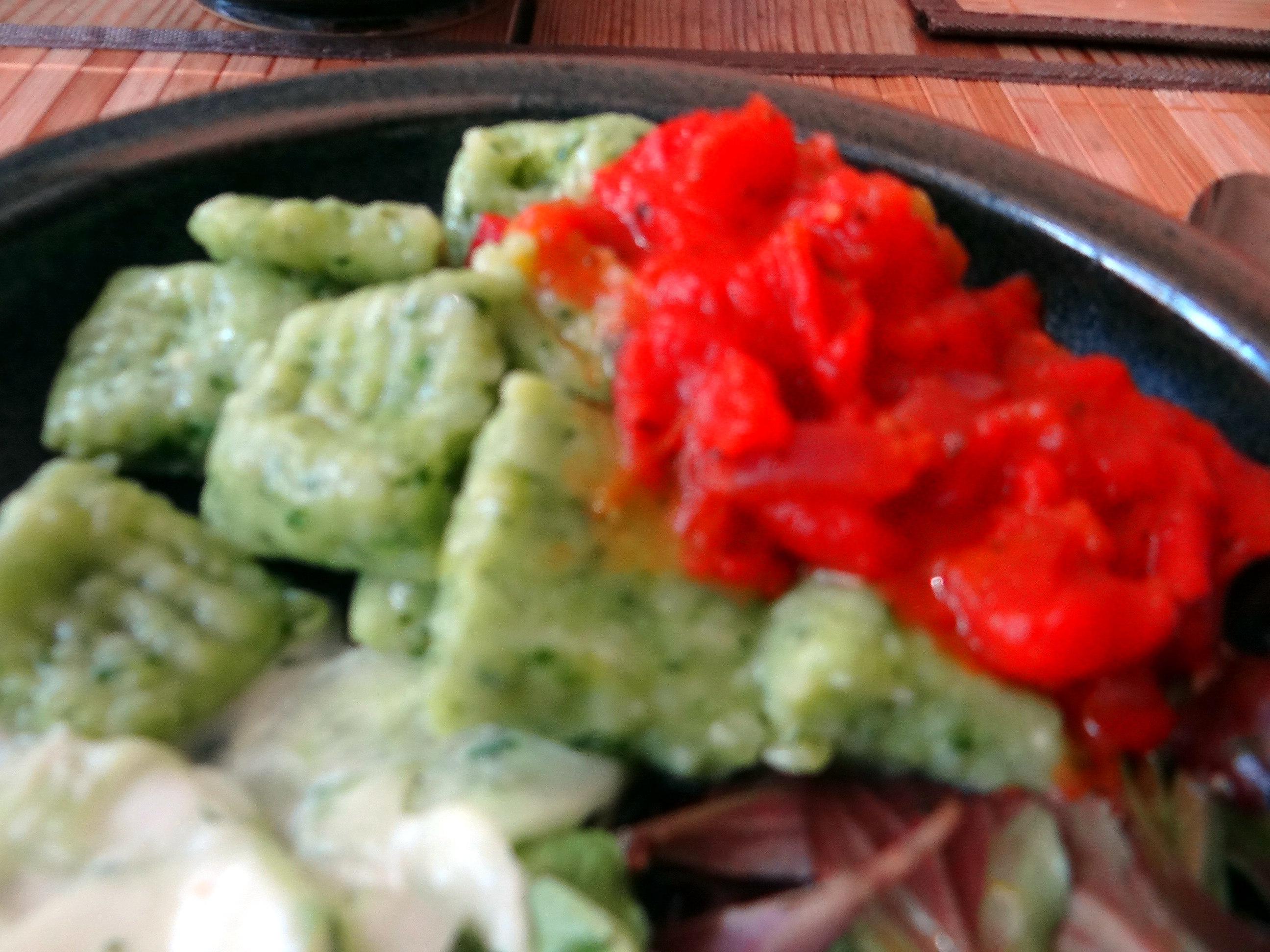 Bärlauchgnocchis,Tomatensugo,Salate (17)