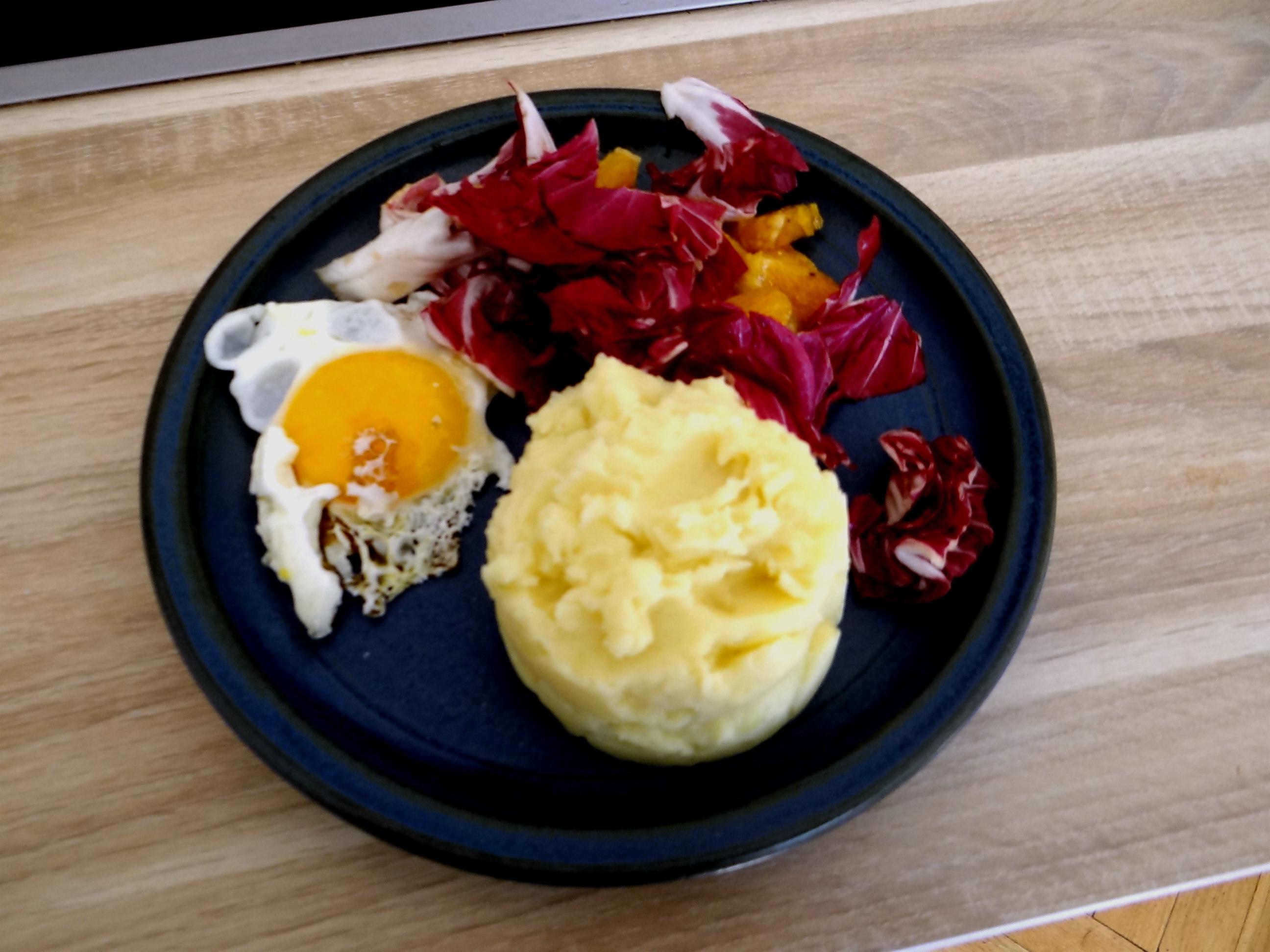 Kartoffelbrei,Salate,Spiegelei (21)