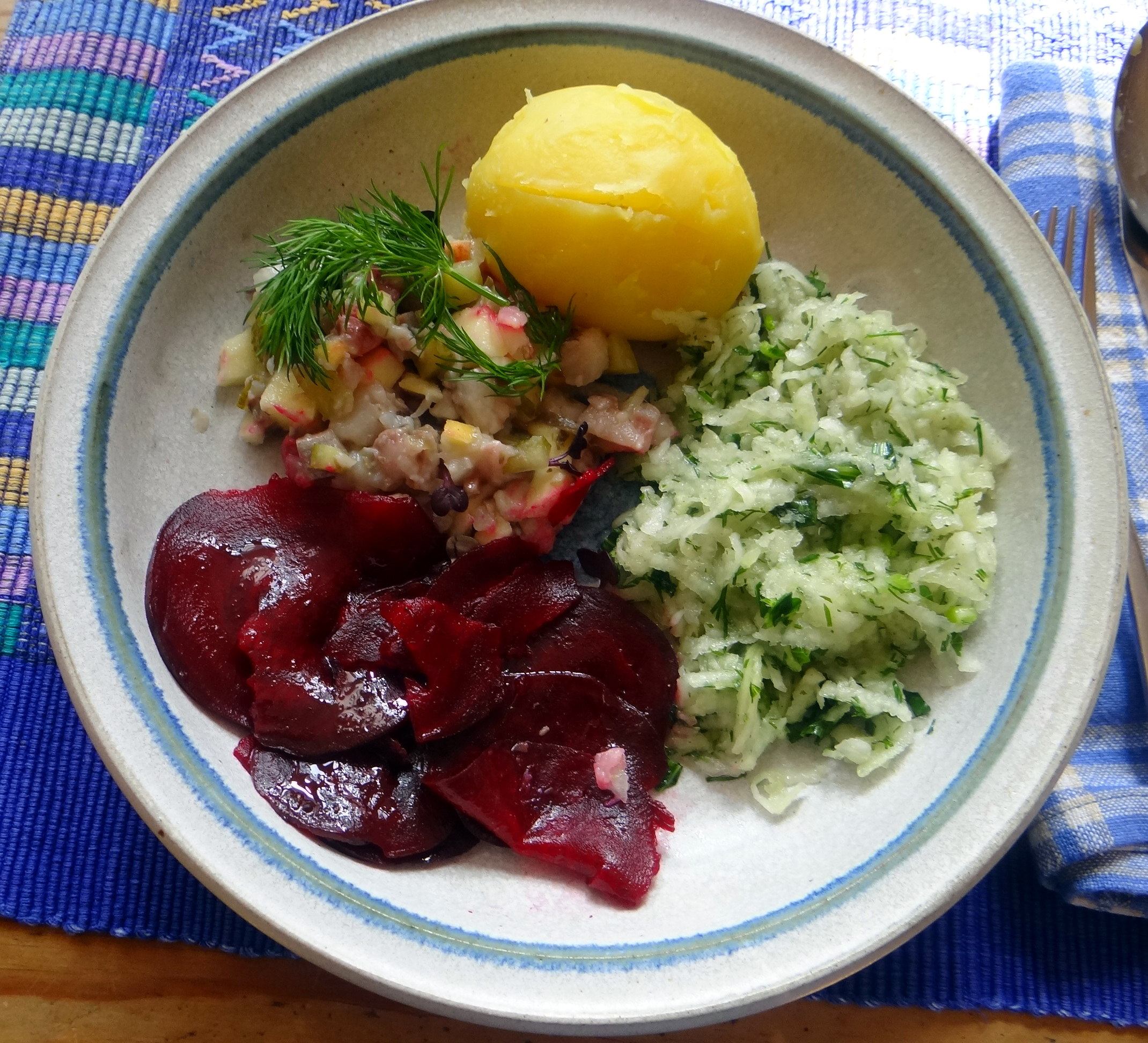 Matjes Tatar,Rote Beete Carpaccio,Kohlrabisalat,Pellkartoffel (10)