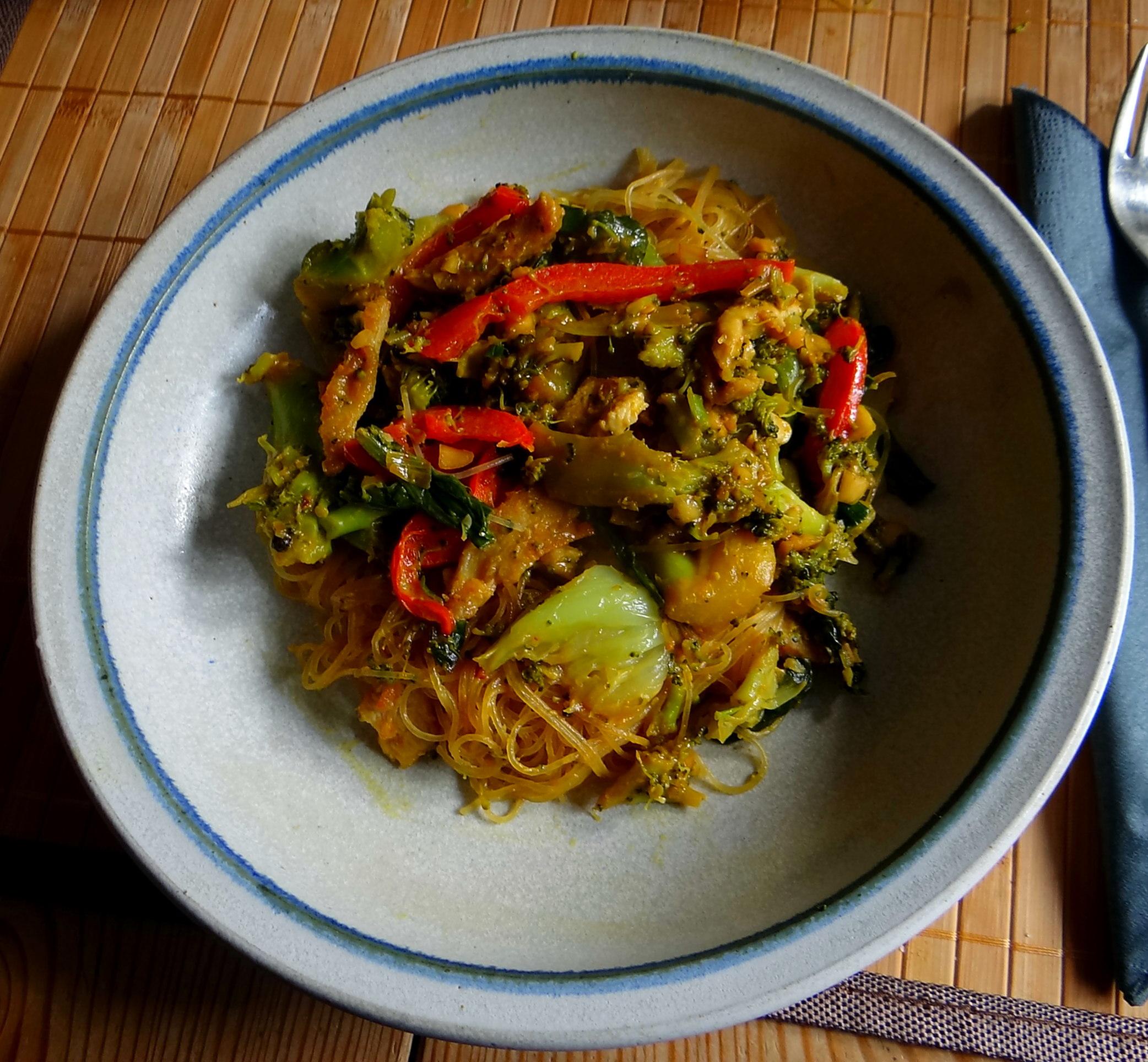 Brokkoli mit Erdnüssen und Glasnudeln (1)