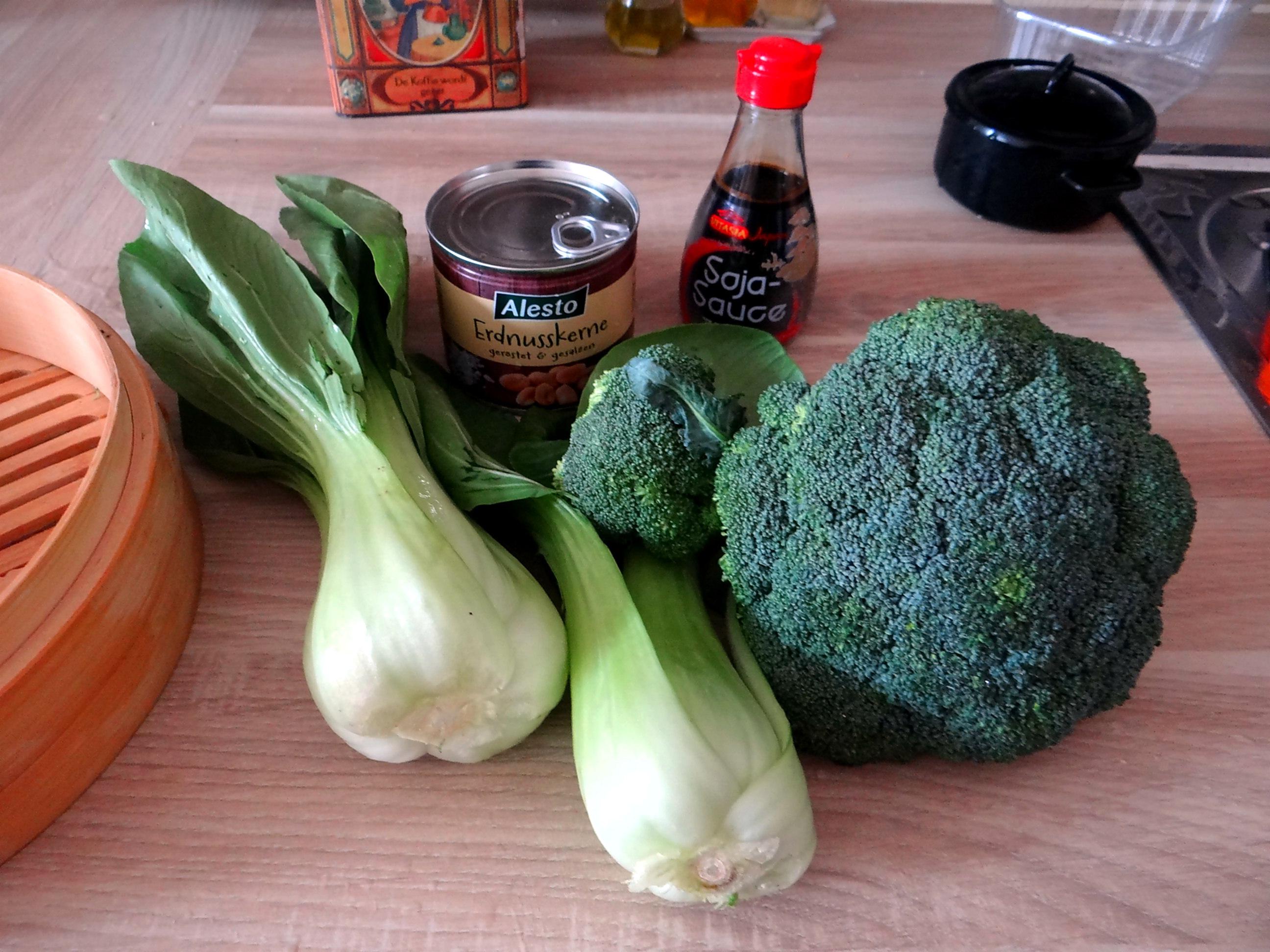 Brokkoli mit Erdnüssen und Glasnudeln (10)