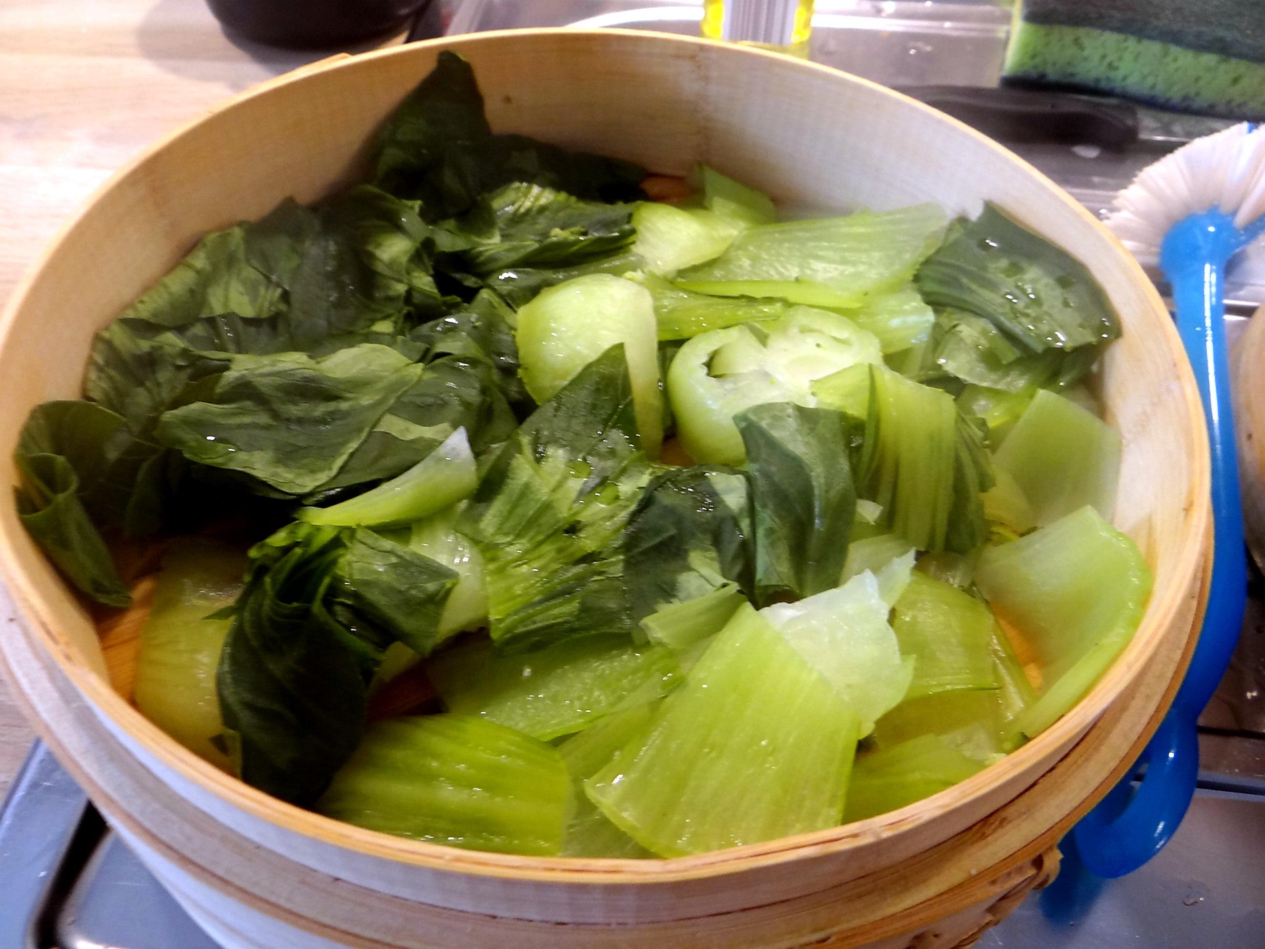 Brokkoli mit Erdnüssen und Glasnudeln (13b)