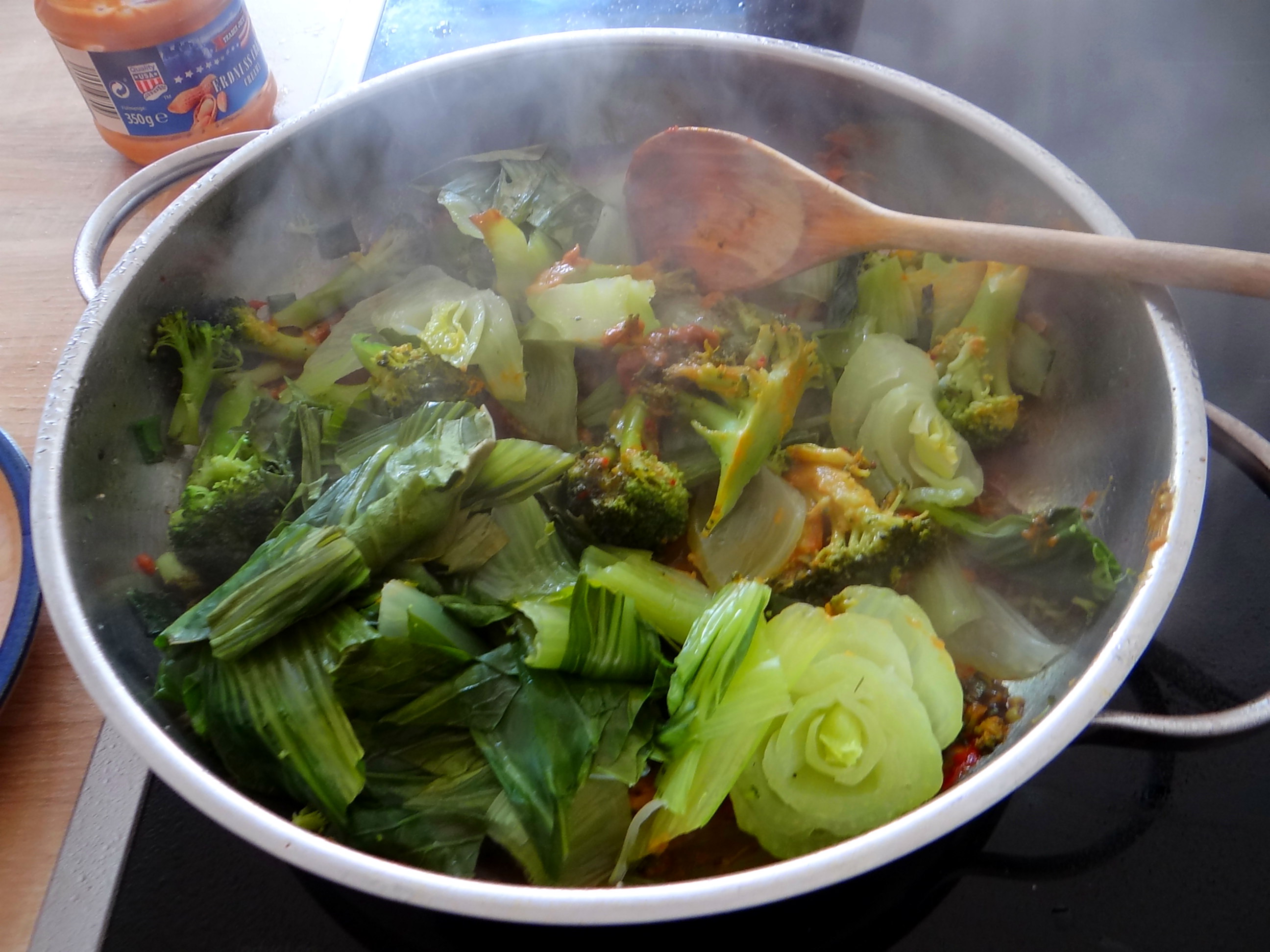 Brokkoli mit Erdnüssen und Glasnudeln (20)