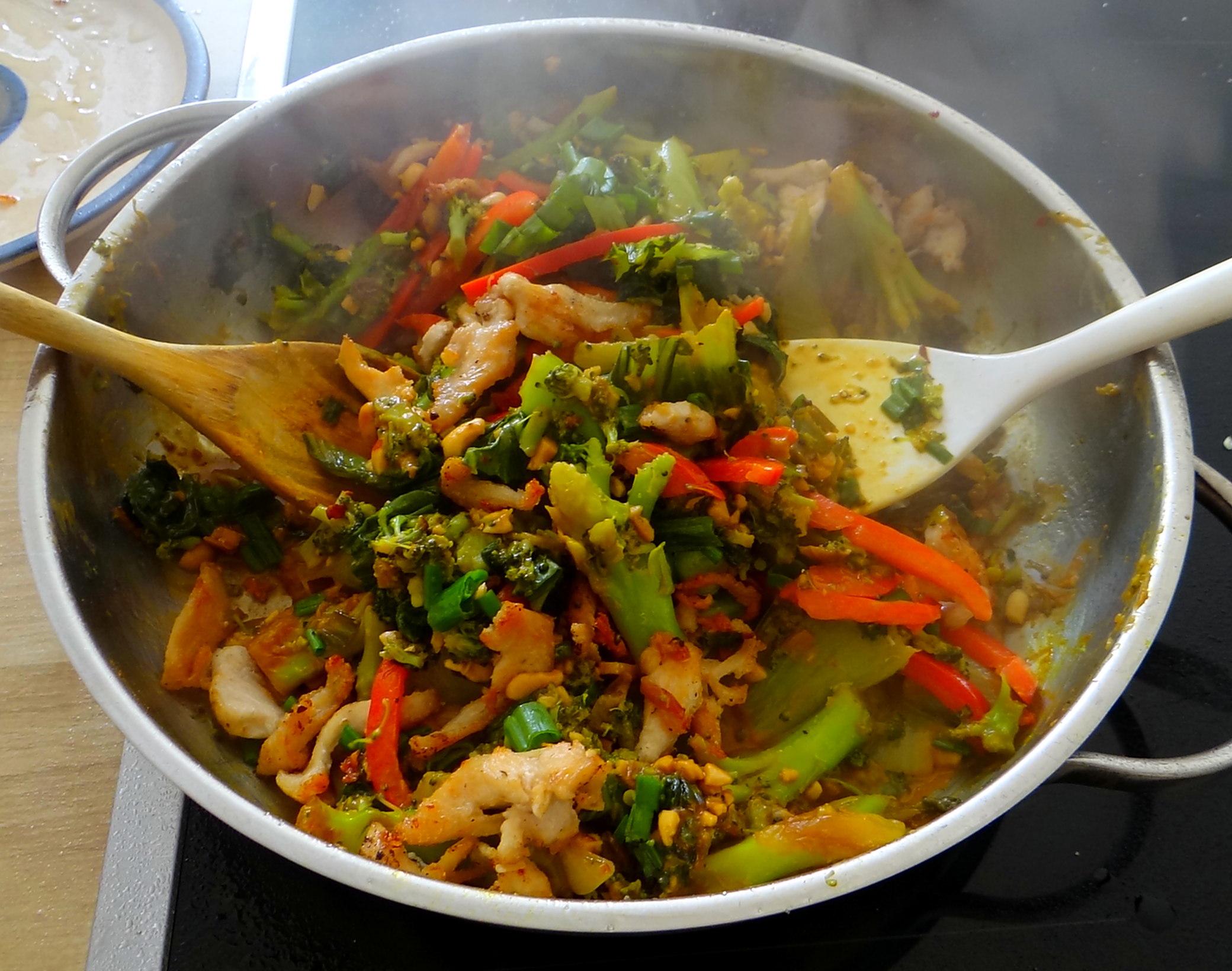 Brokkoli mit Erdnüssen und Glasnudeln (23)
