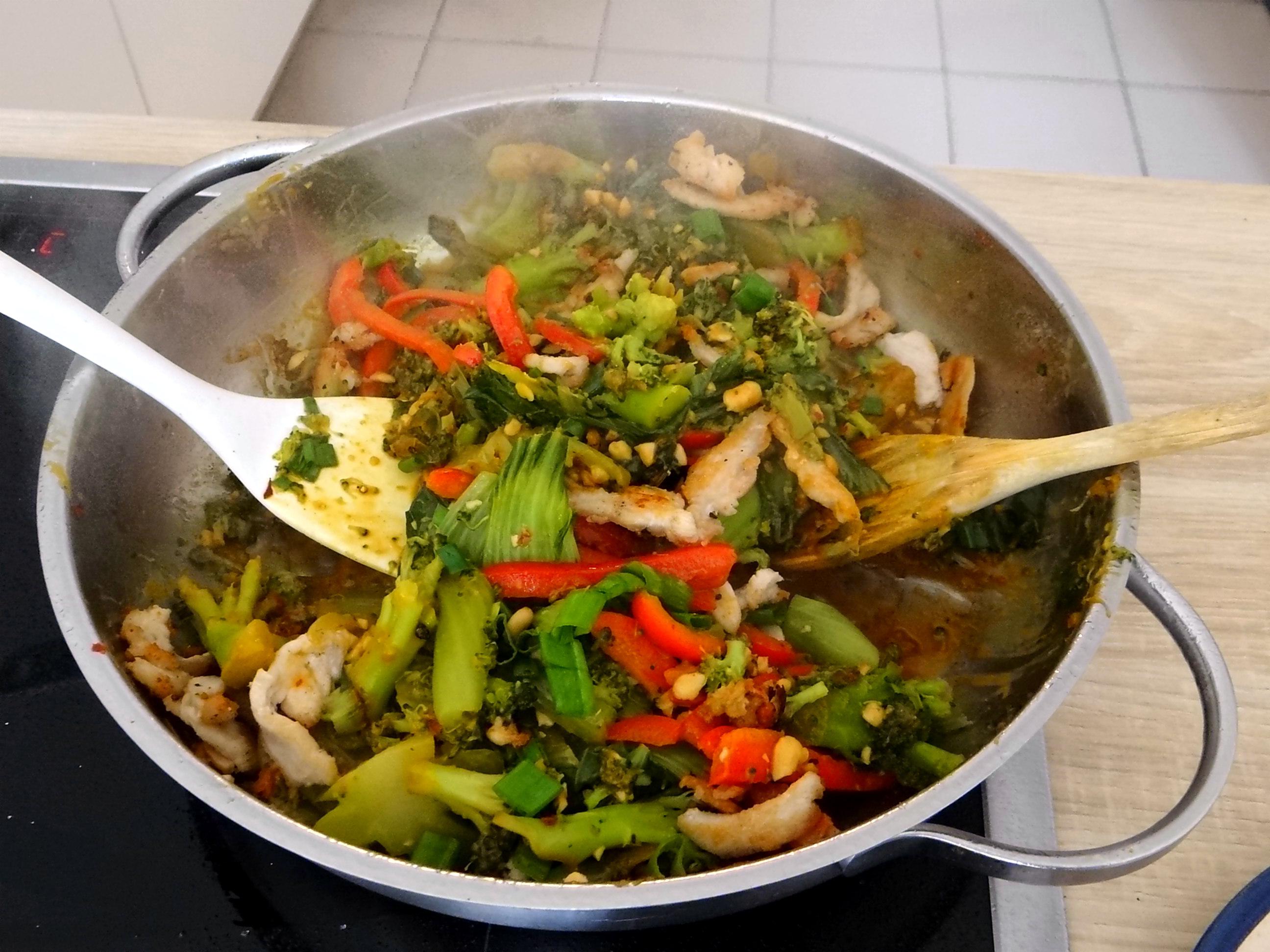 Brokkoli mit Erdnüssen und Glasnudeln (24)