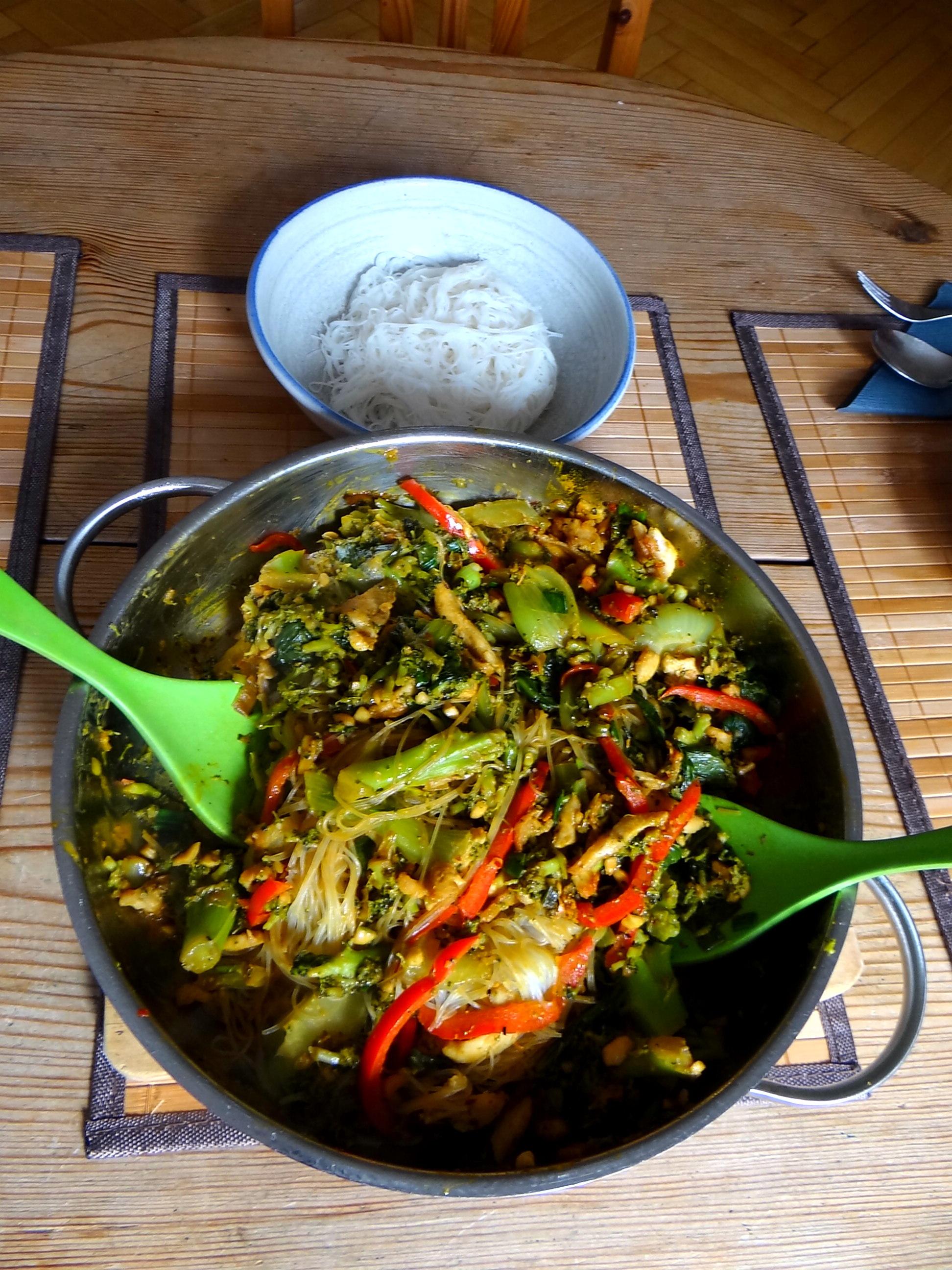 Brokkoli mit Erdnüssen und Glasnudeln (26)