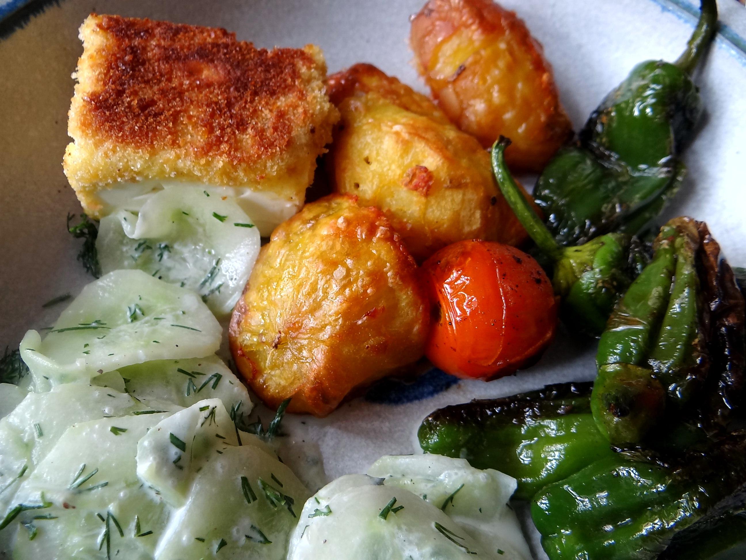 Gebackener Feta,Ofenkartoffel,Pimientos,Gurkensalat,Walleln (3)