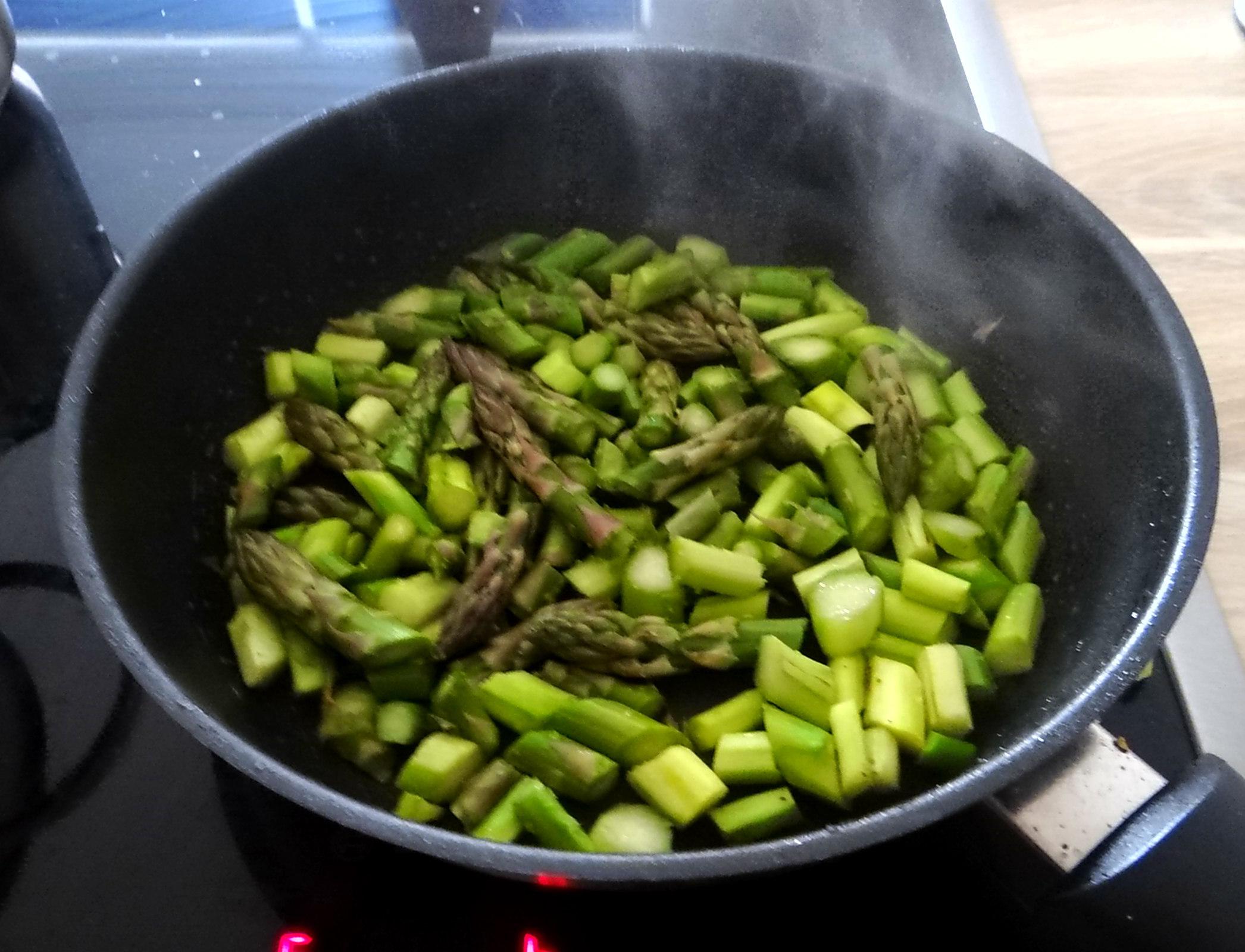 Hirsotto mit grünem Spargel,Gurkensalat (11)