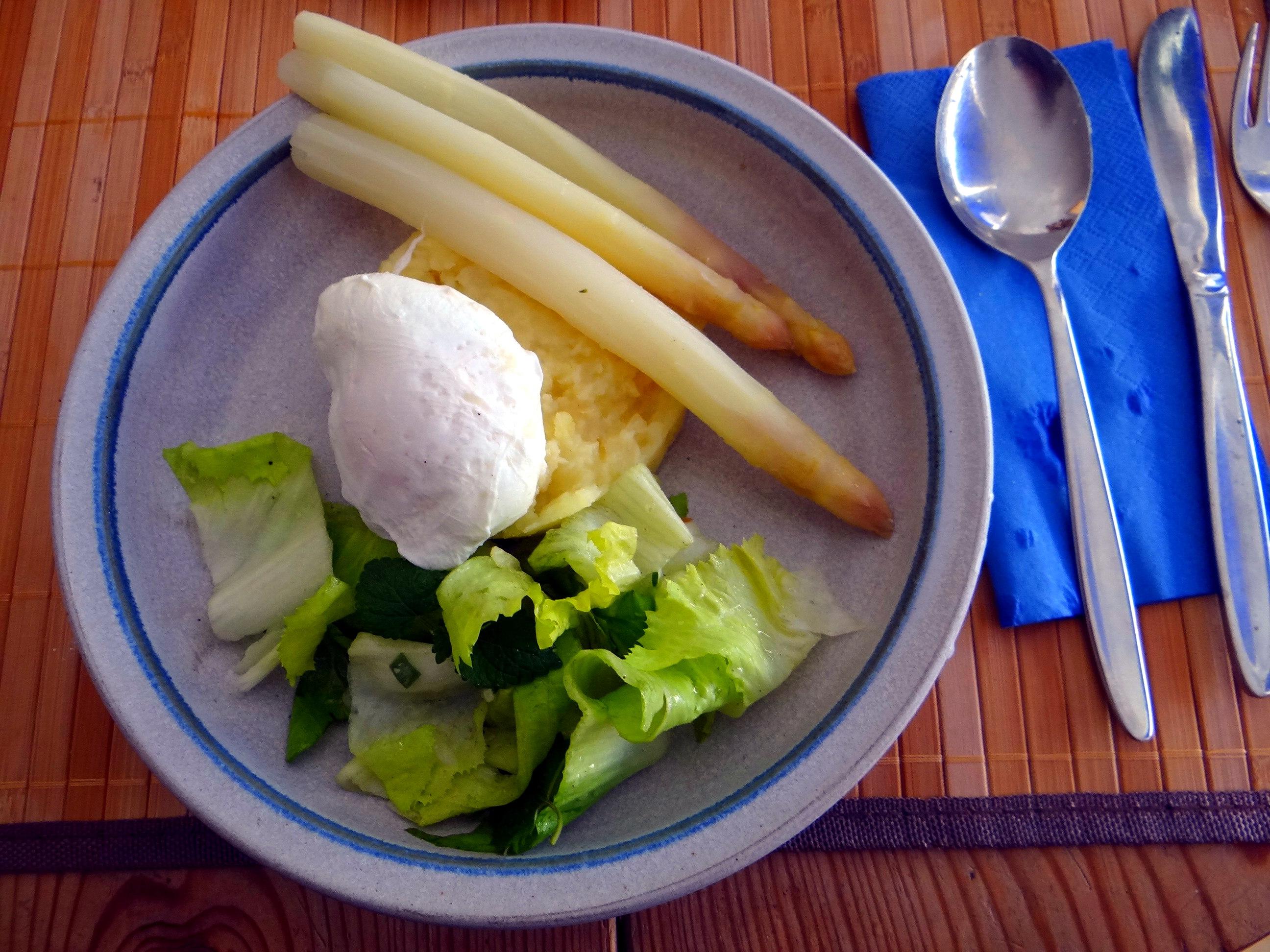 Kartoffel-Pastinaken Stampf,Kalbsleber,Spargel,pochiertes Ei,Endivien Salat (15)