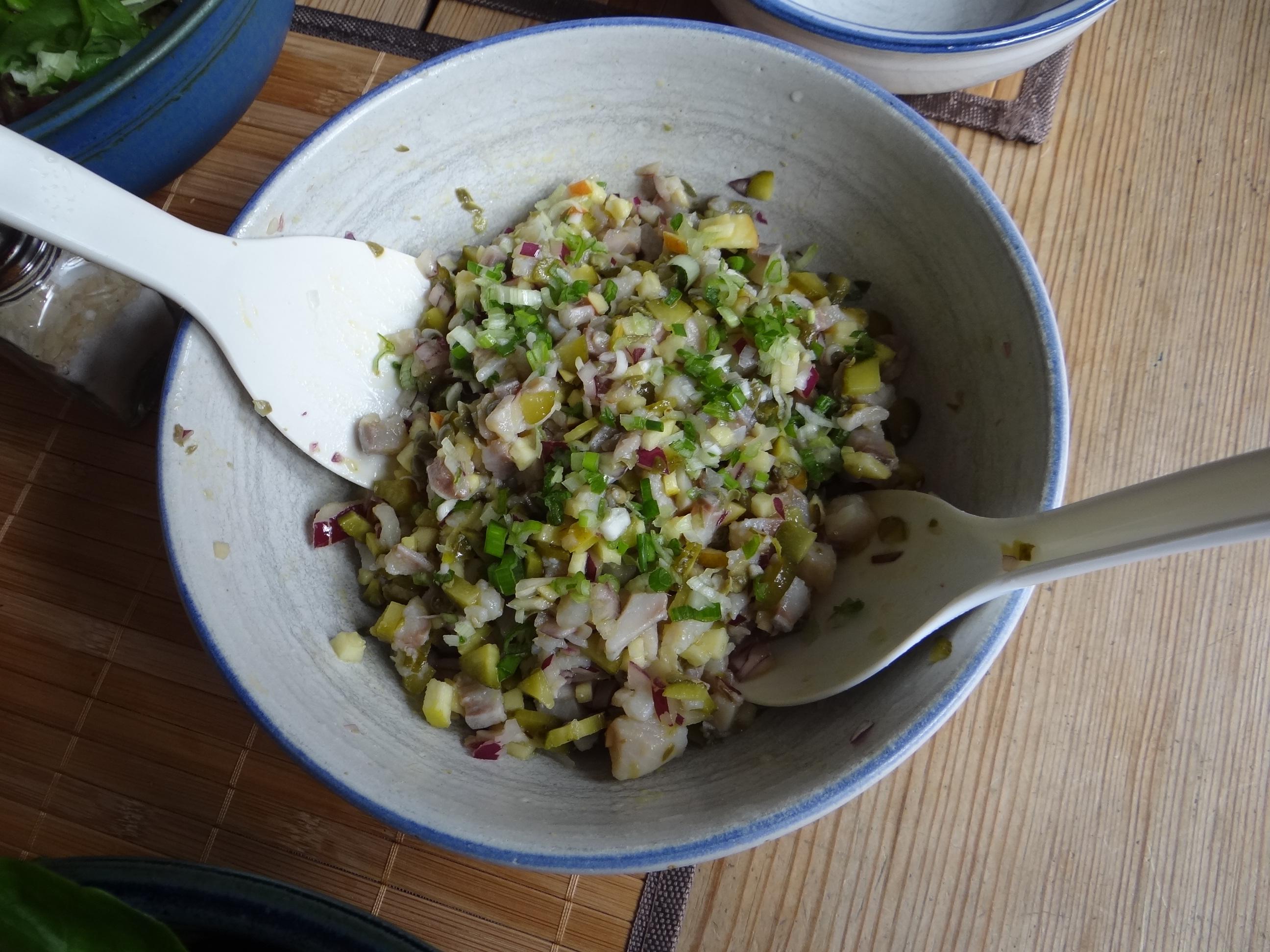 Matjes Tatar,Salate,Pellkartoffeln (9)