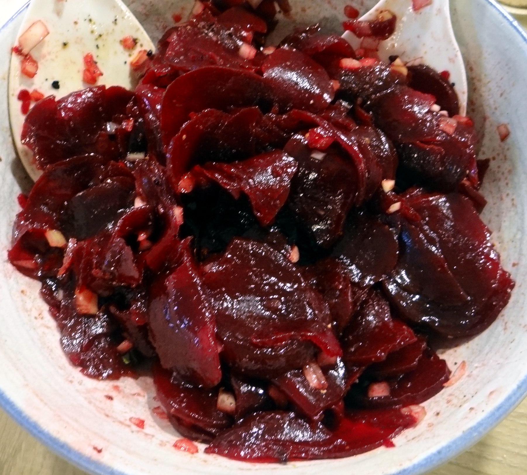 Rohgebratene Kartoffeln,Möhrensalat,Rote Bete Salat (10)
