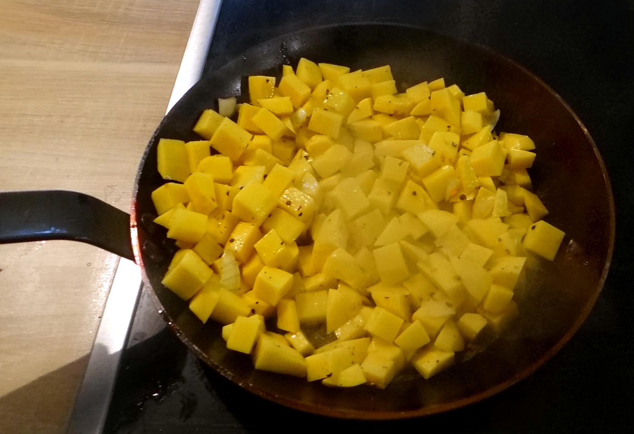 Rohgebratene Kartoffeln,Möhrensalat,Rote Bete Salat (13)