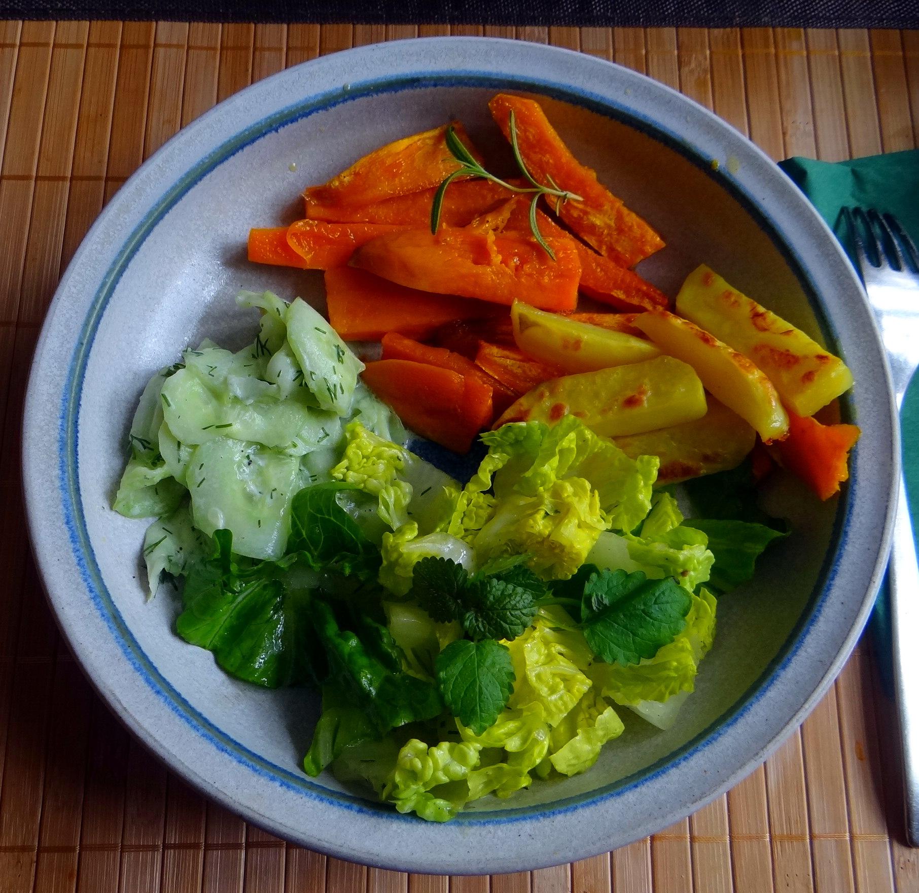 Süßkartoffel Pommes,Salate,Obszsalat (14)