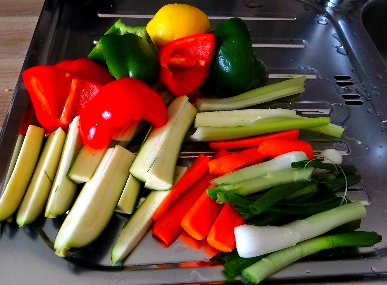 Gado Gado,Reisnudeln,gedämpftes Gemüse,Rührkuchen (10)