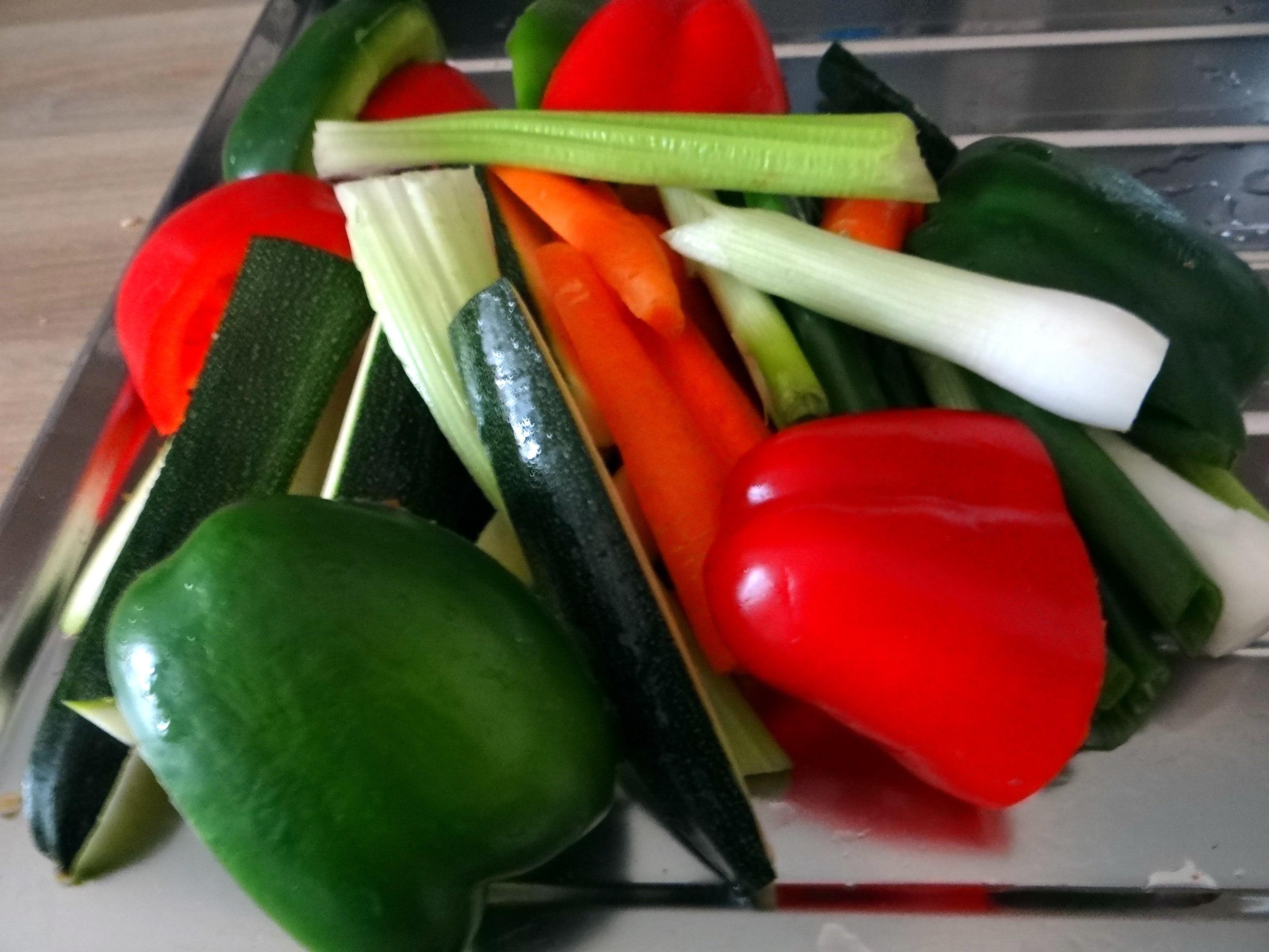 Gado Gado,Reisnudeln,gedämpftes Gemüse,Rührkuchen (12)