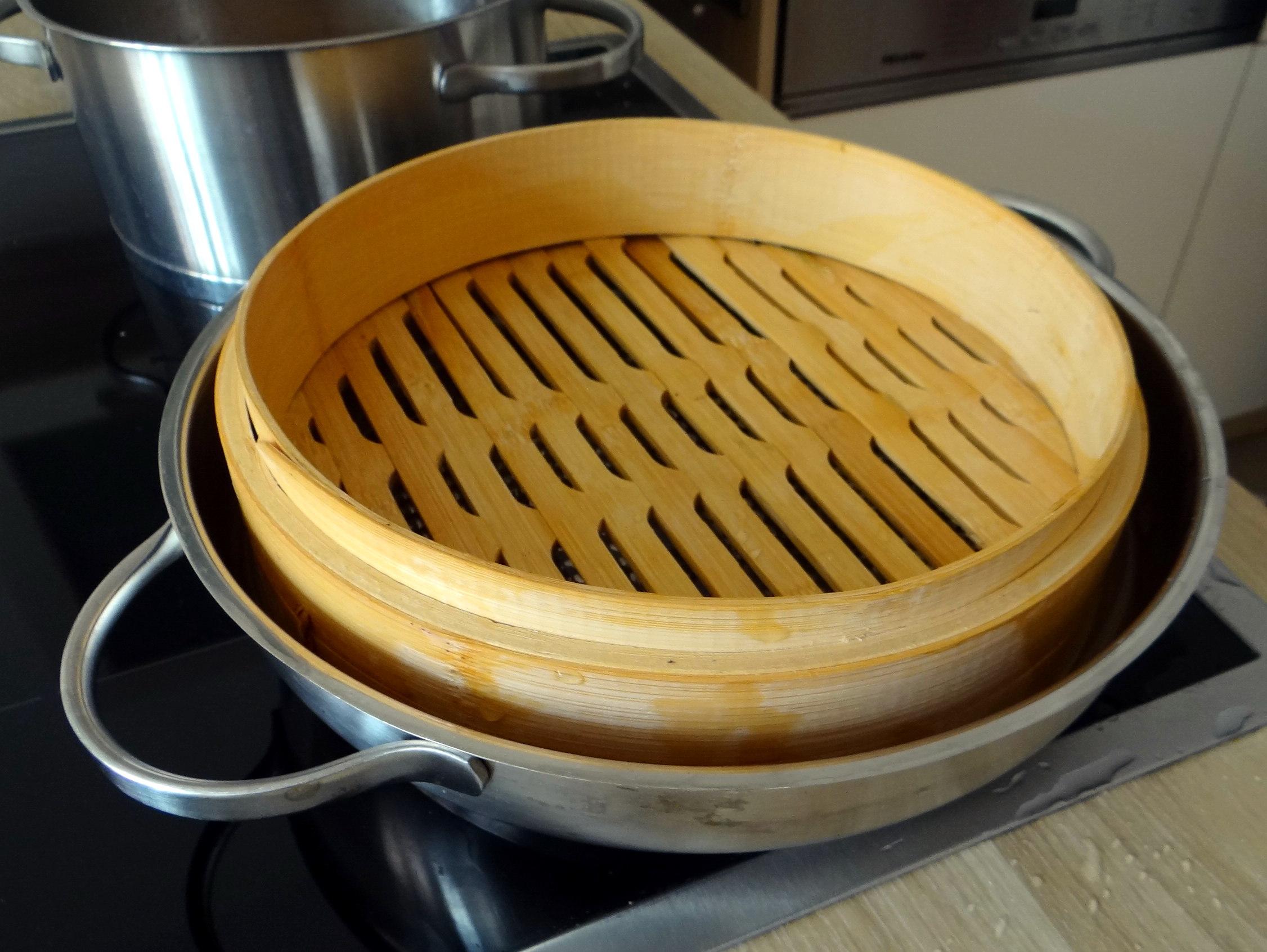 Gado Gado,Reisnudeln,gedämpftes Gemüse,Rührkuchen (13)