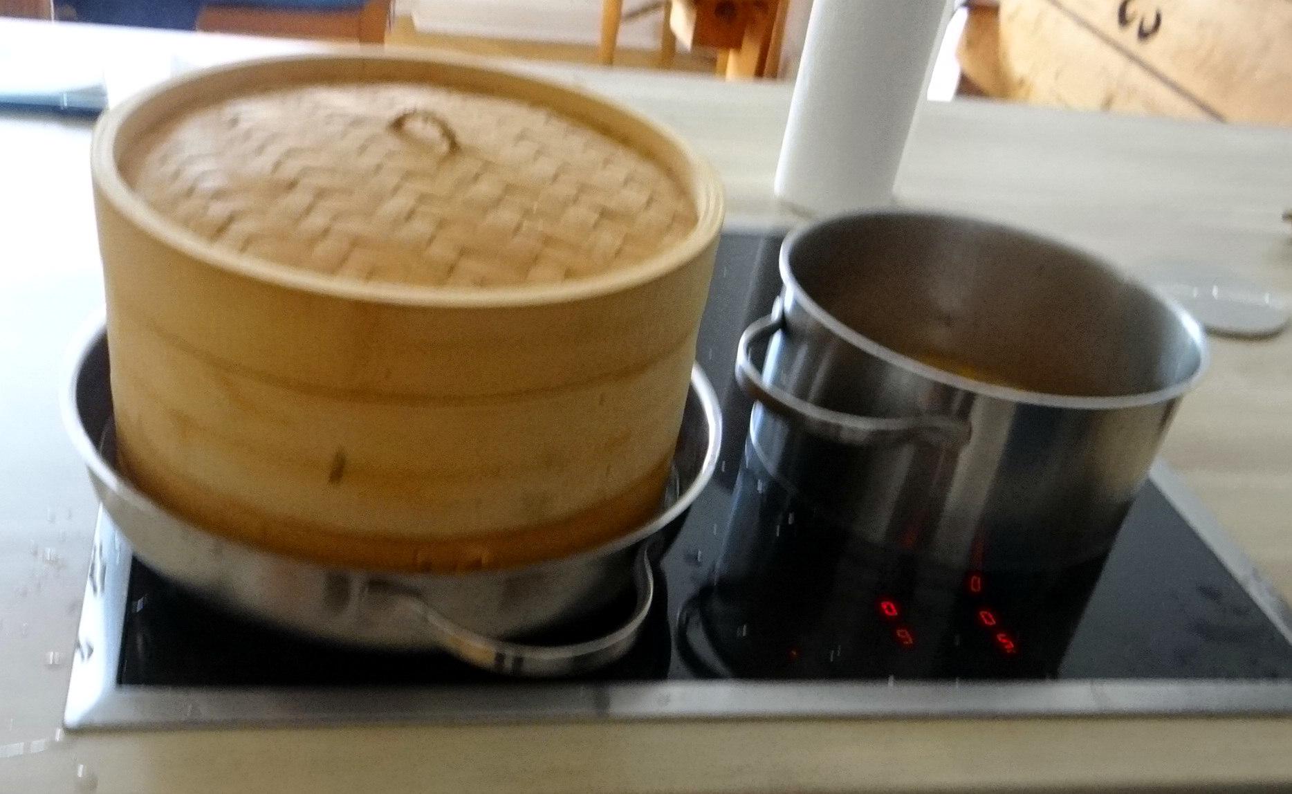 Gado Gado,Reisnudeln,gedämpftes Gemüse,Rührkuchen (16)