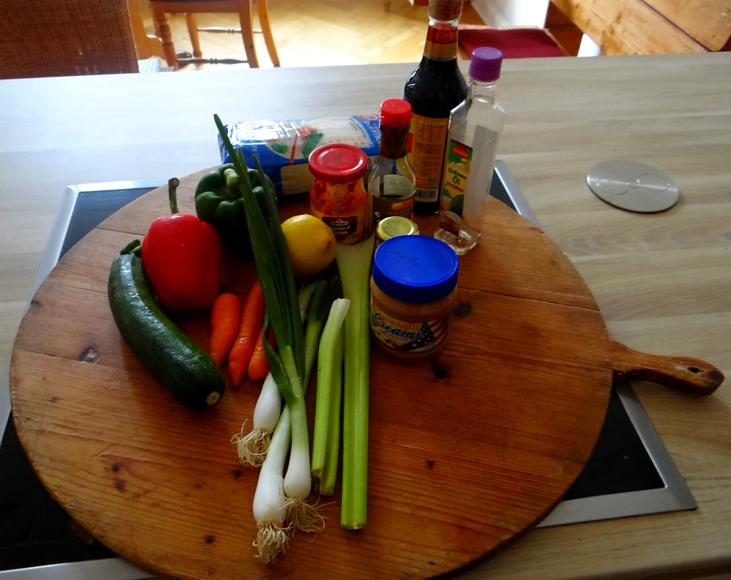 Gado Gado,Reisnudeln,gedämpftes Gemüse,Rührkuchen (9)