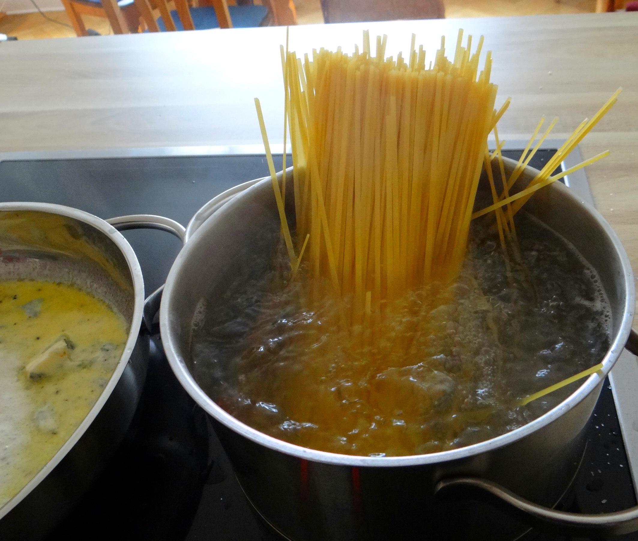 Linguine mit Gorgonzola Sauce (2e) (2)