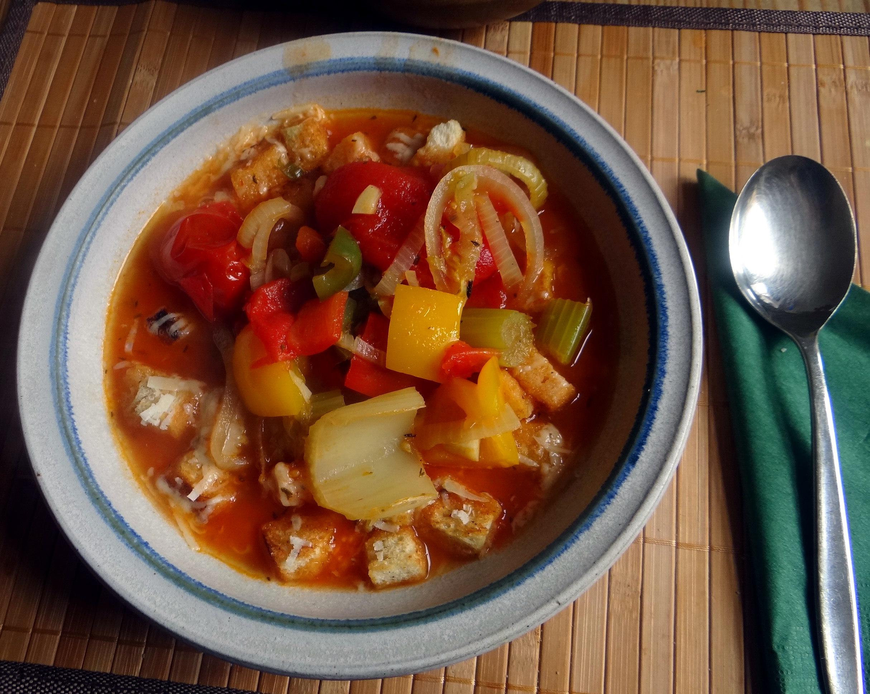 Minestra mit Bleichsellerie un Paprika,Obstsalat,vegetarisch (1)