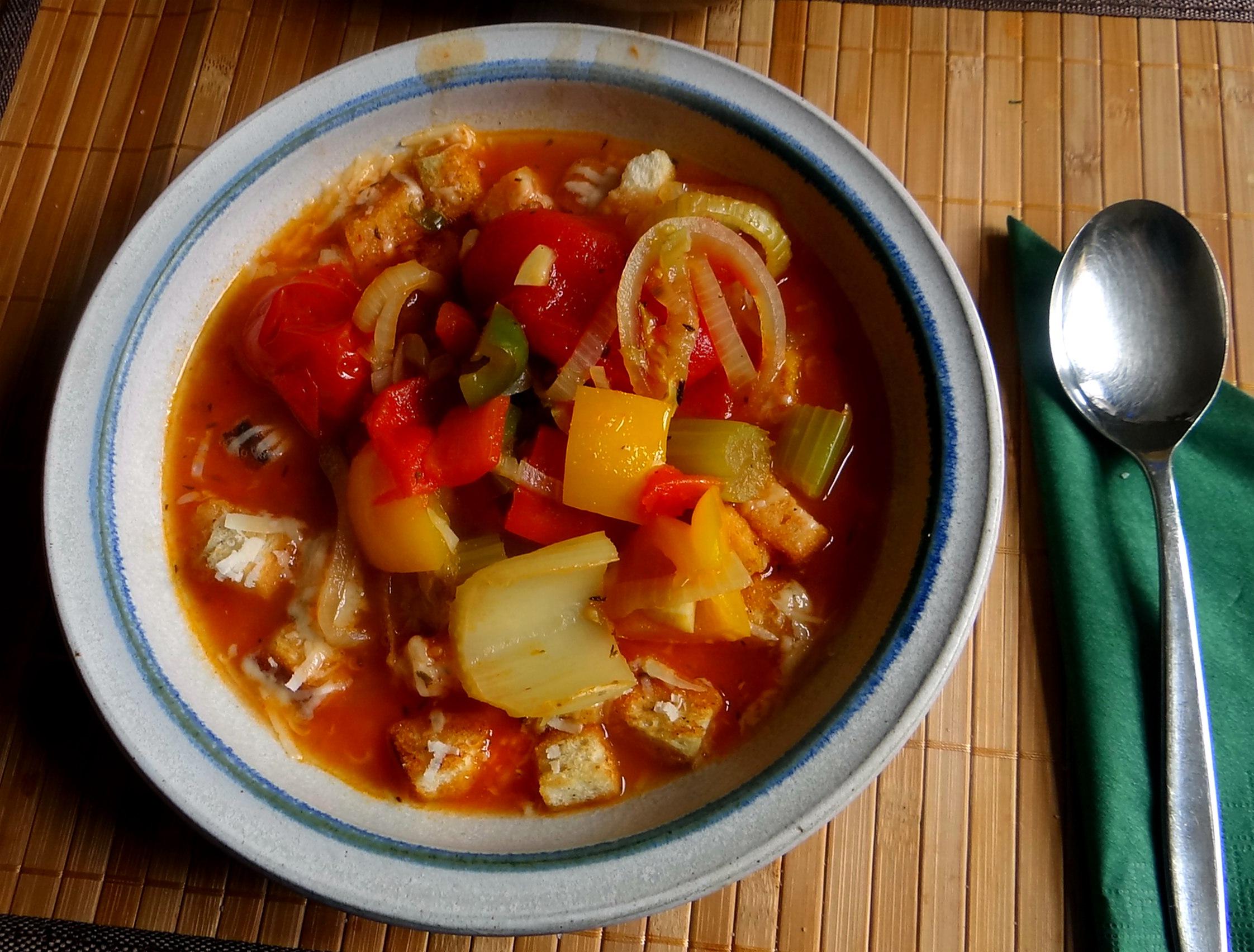 Minestra mit Bleichsellerie un Paprika,Obstsalat,vegetarisch (17)