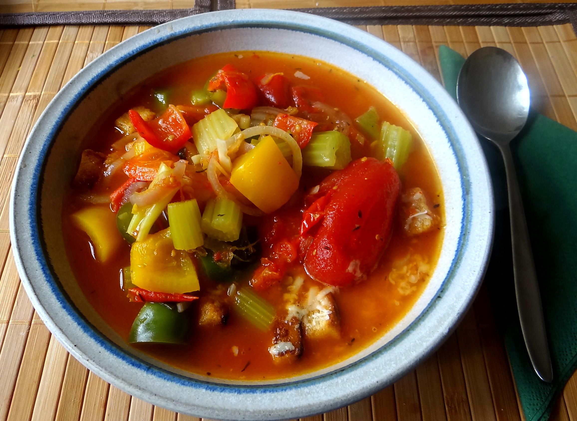 Minestra mit Bleichsellerie un Paprika,Obstsalat,vegetarisch (19)