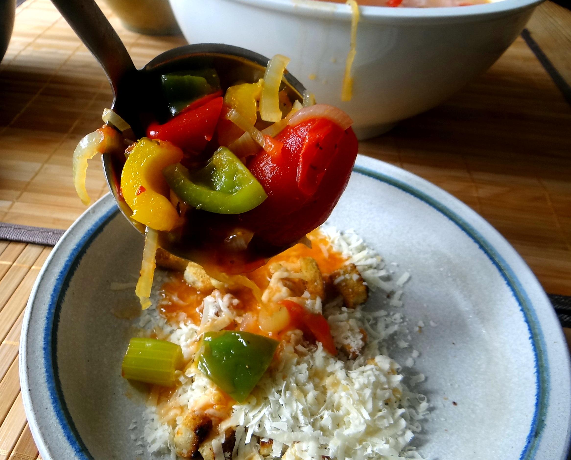 Minestra mit Bleichsellerie un Paprika,Obstsalat,vegetarisch (2)