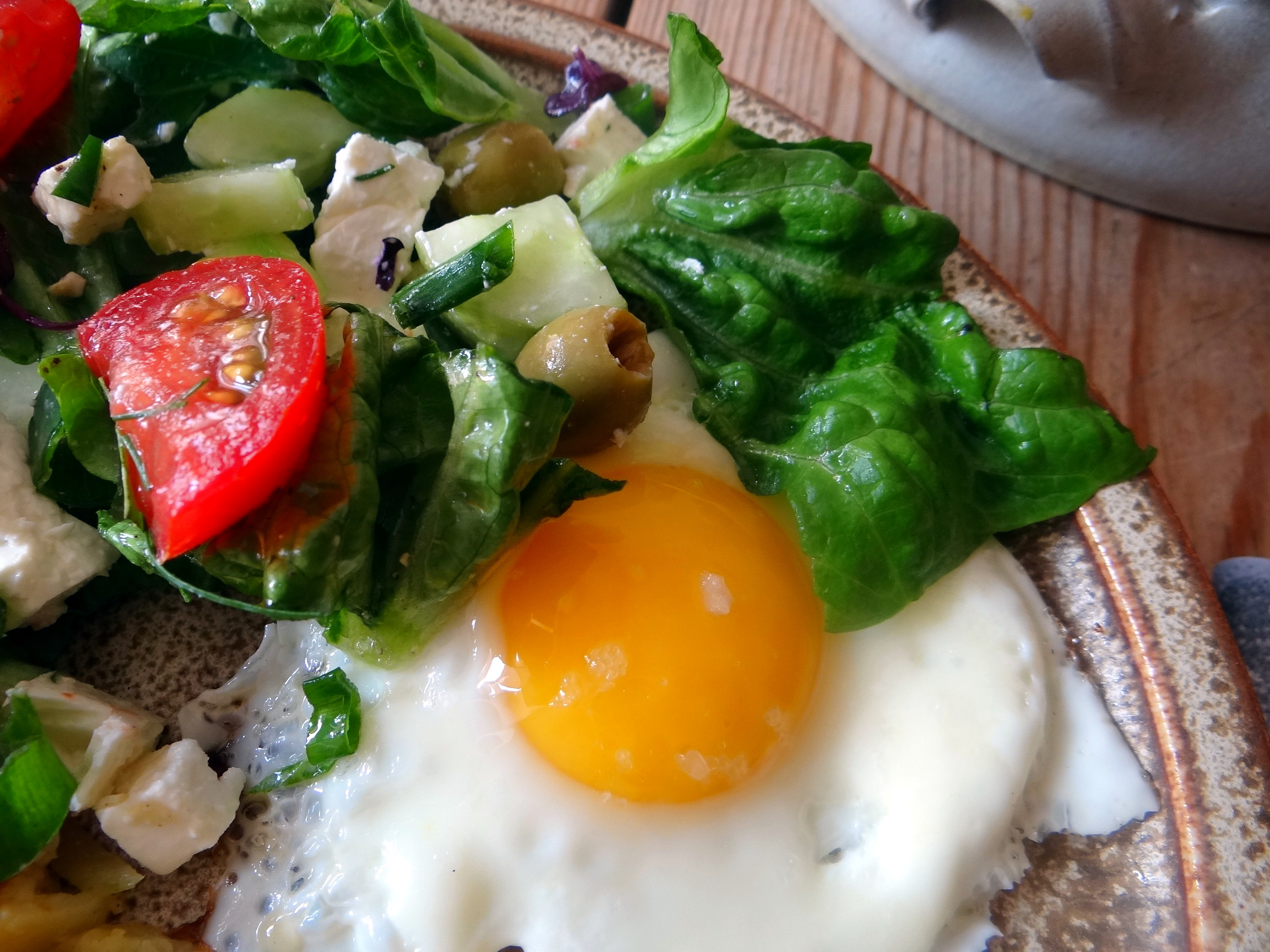 Salat,Karotten,Bratkartoffeln,Spiegelei (6)