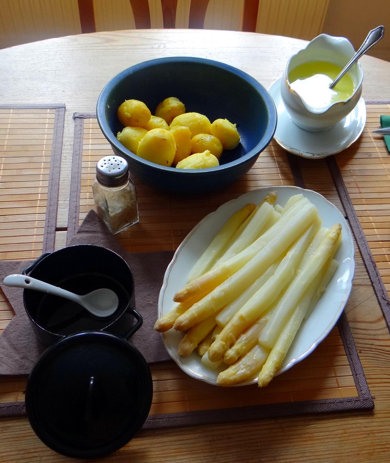 Spargel,Pellkartoffeln,Nussbutter,Quarkspeise,vegetarisch (3)