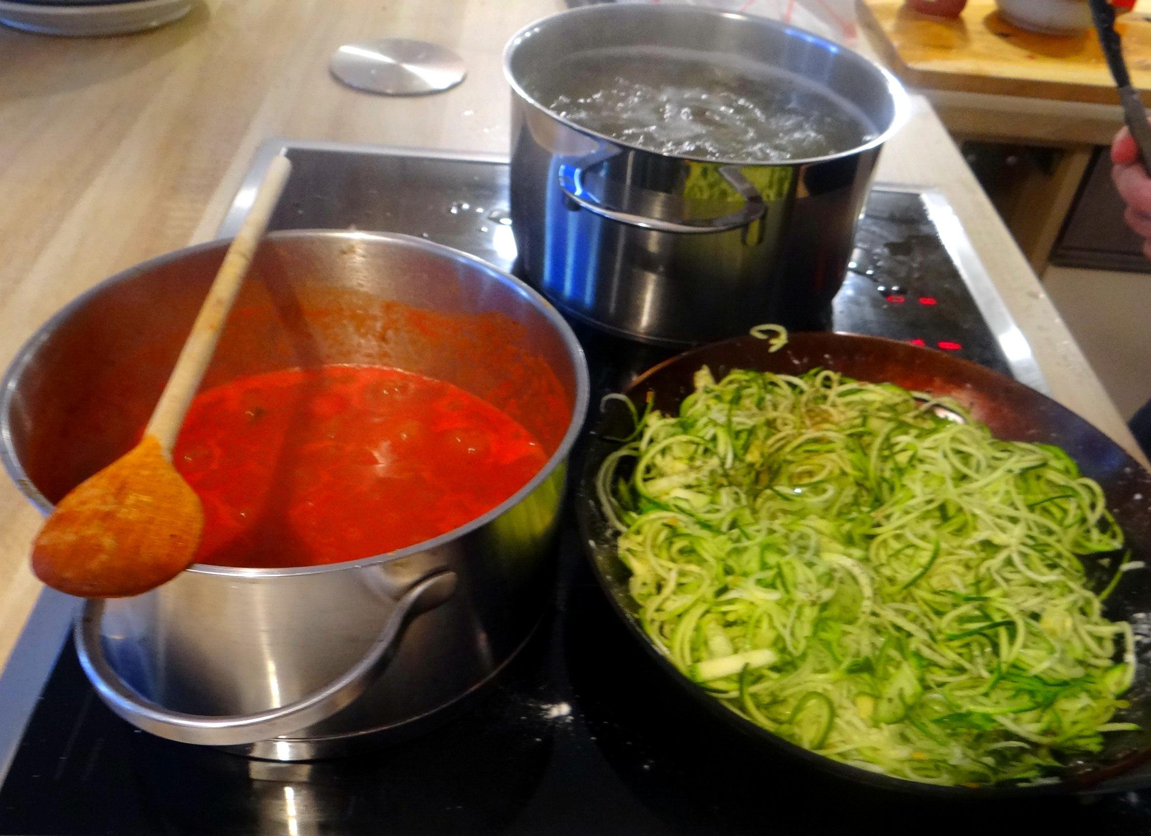 Zucchini Zoodles,Spaghetti,Tomatensauce (12)